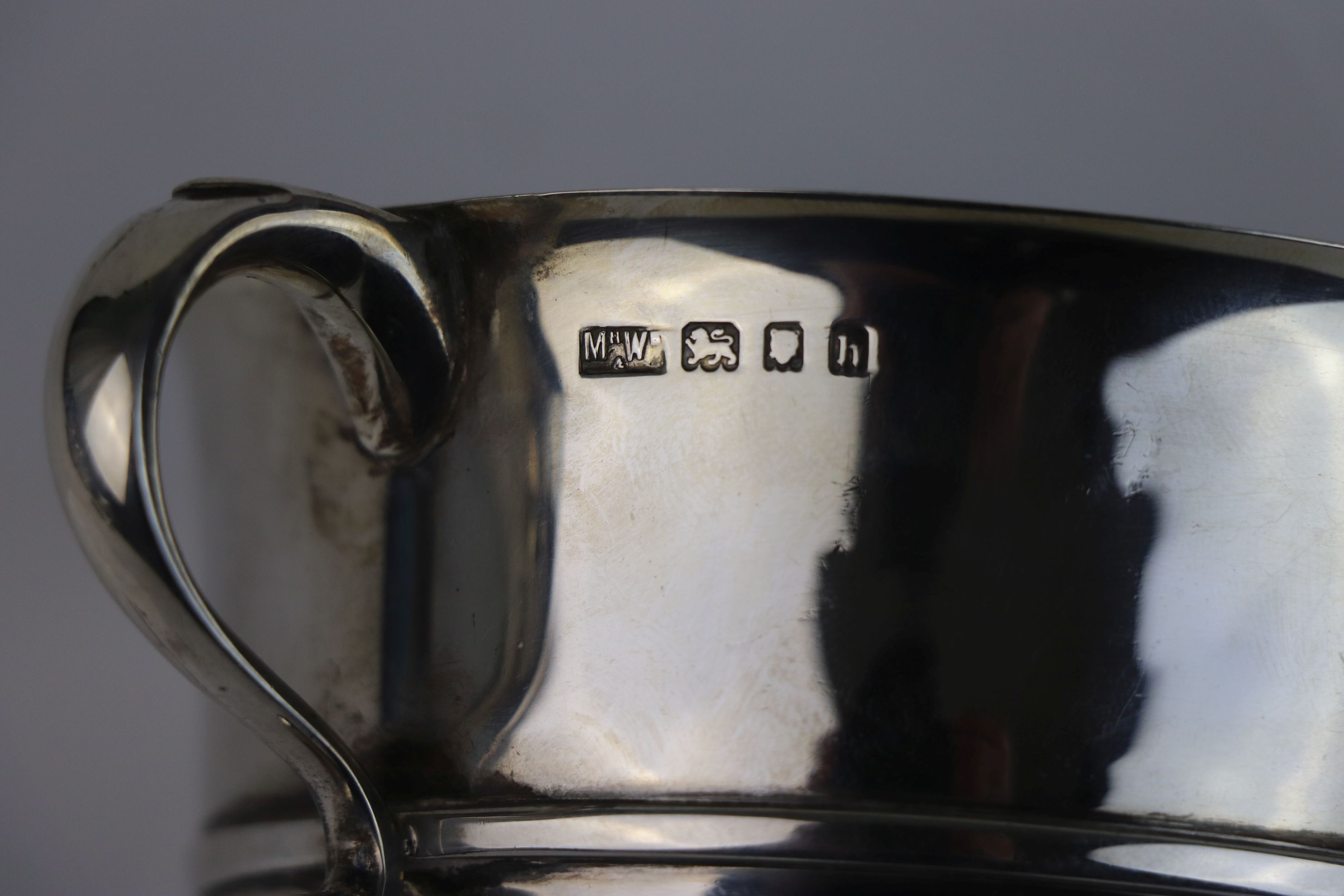A fully hallmarked sterling silver porringer, maker marked for Mappin & Webb, assay marked for - Image 5 of 5