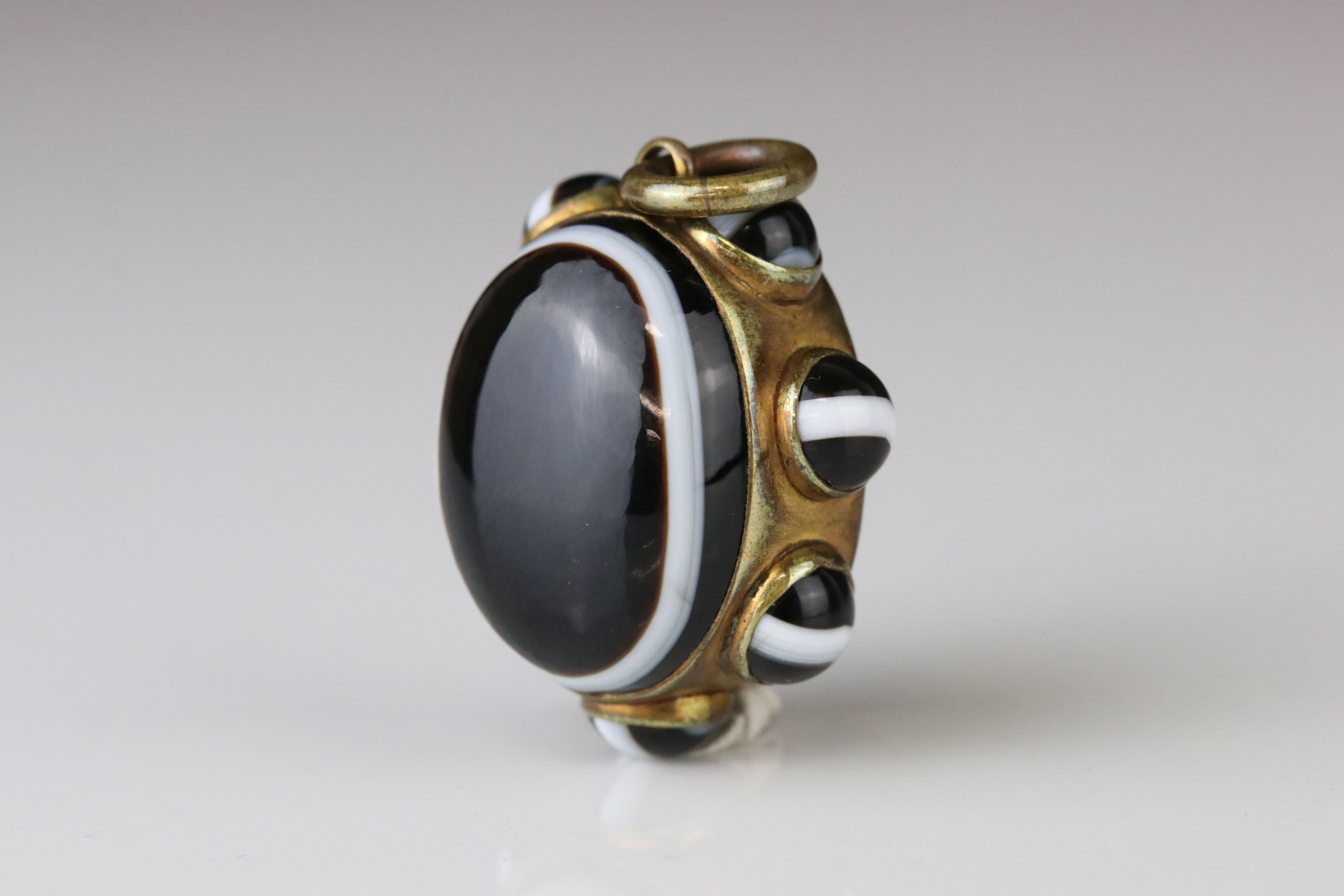 Victorian bulls eye agate pinchbeck pendant, the central oval cabochon cut bulls-eye agate measuring - Image 2 of 4