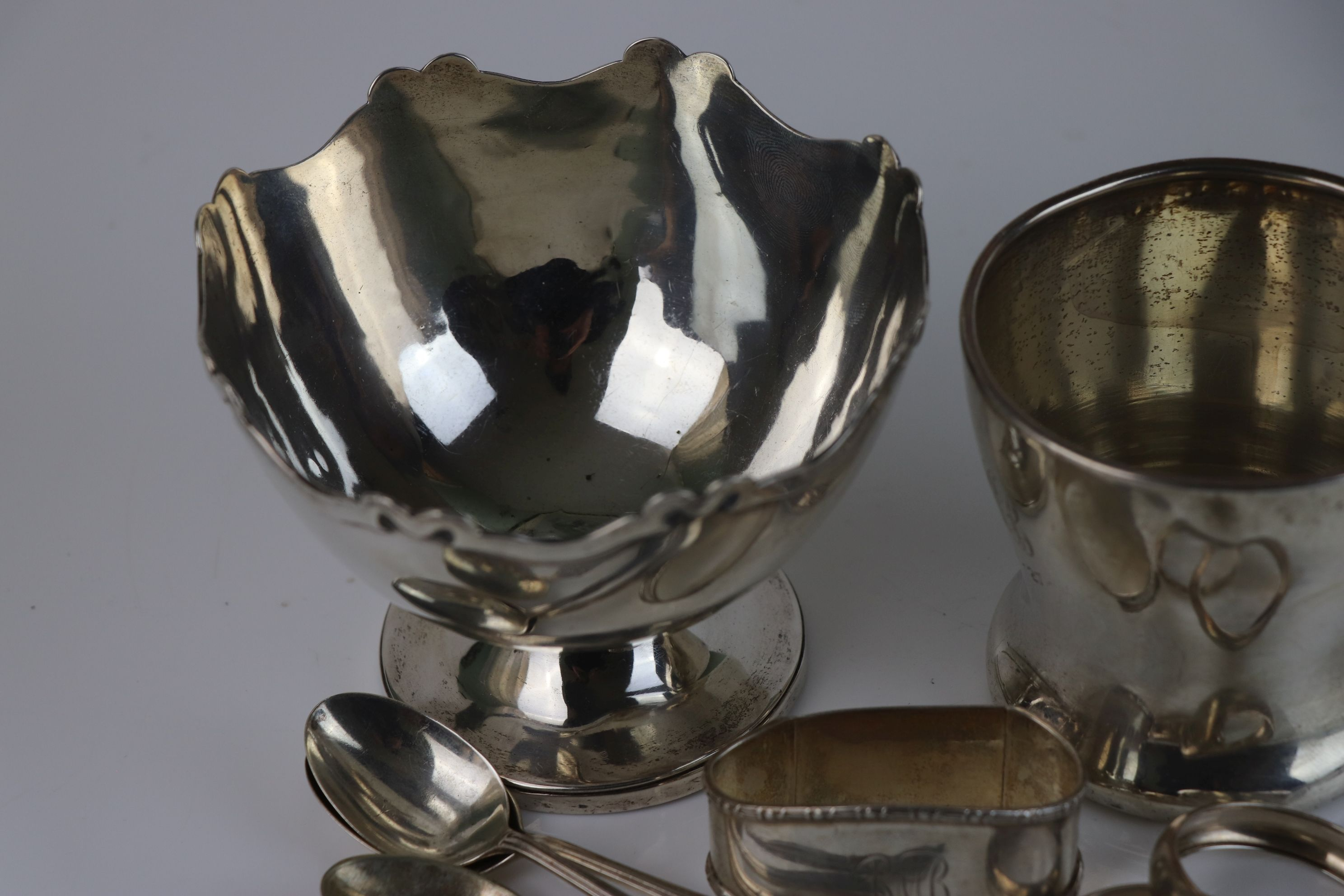 A collection of fully hallmarked sterling silver to include sugar bowl, cup, napkin rings and - Image 3 of 6