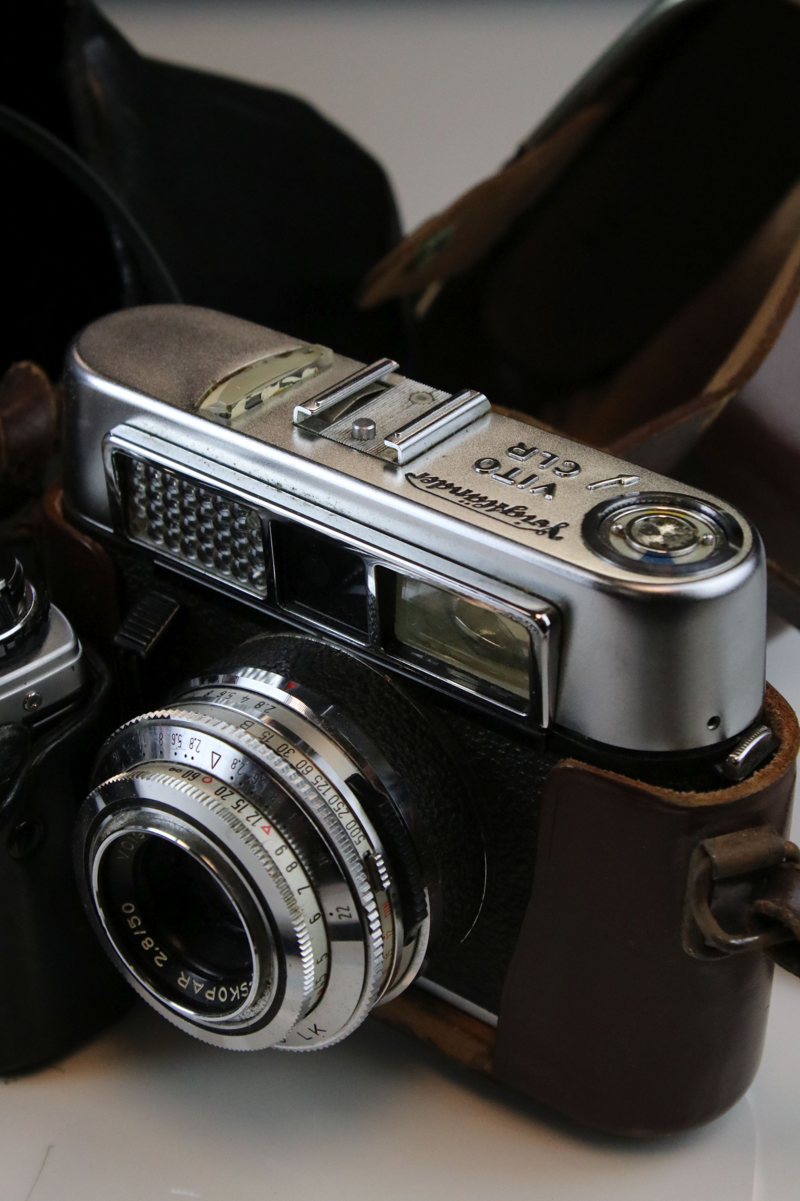 A collection of cameras and photographic equipment to include an Olympus OM10 35mm SLR camera. - Image 2 of 6