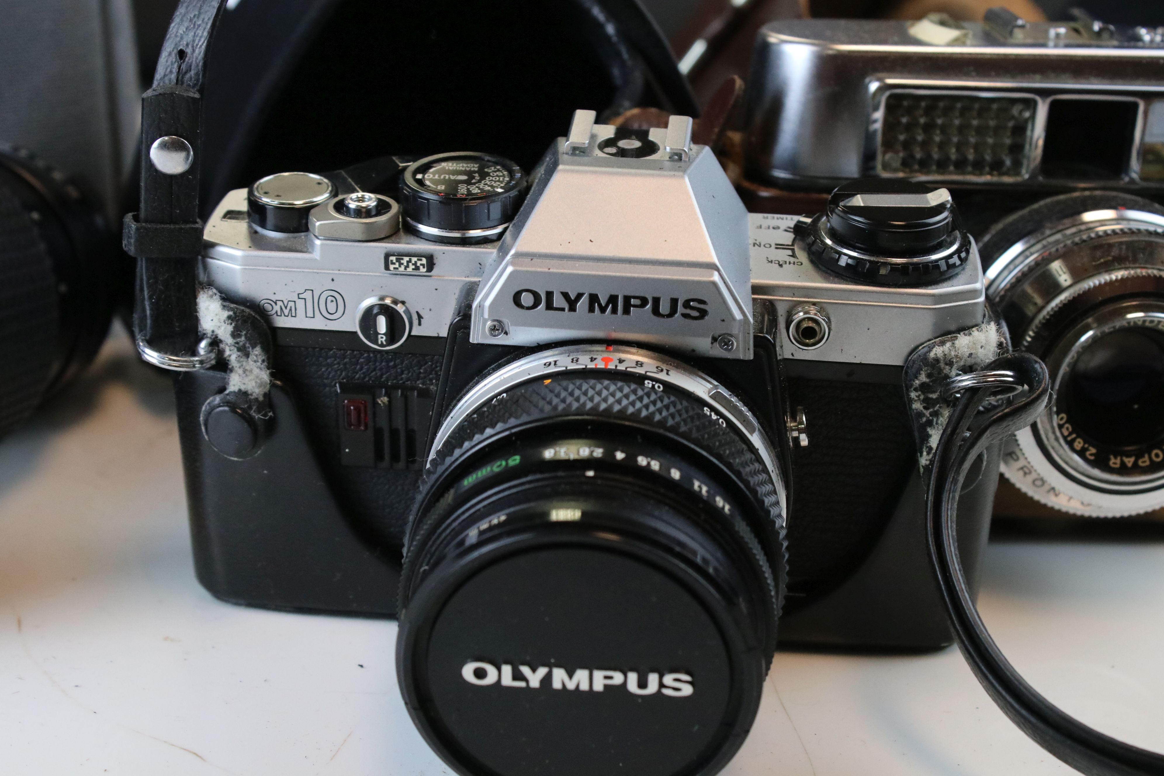 A collection of cameras and photographic equipment to include an Olympus OM10 35mm SLR camera. - Image 4 of 6