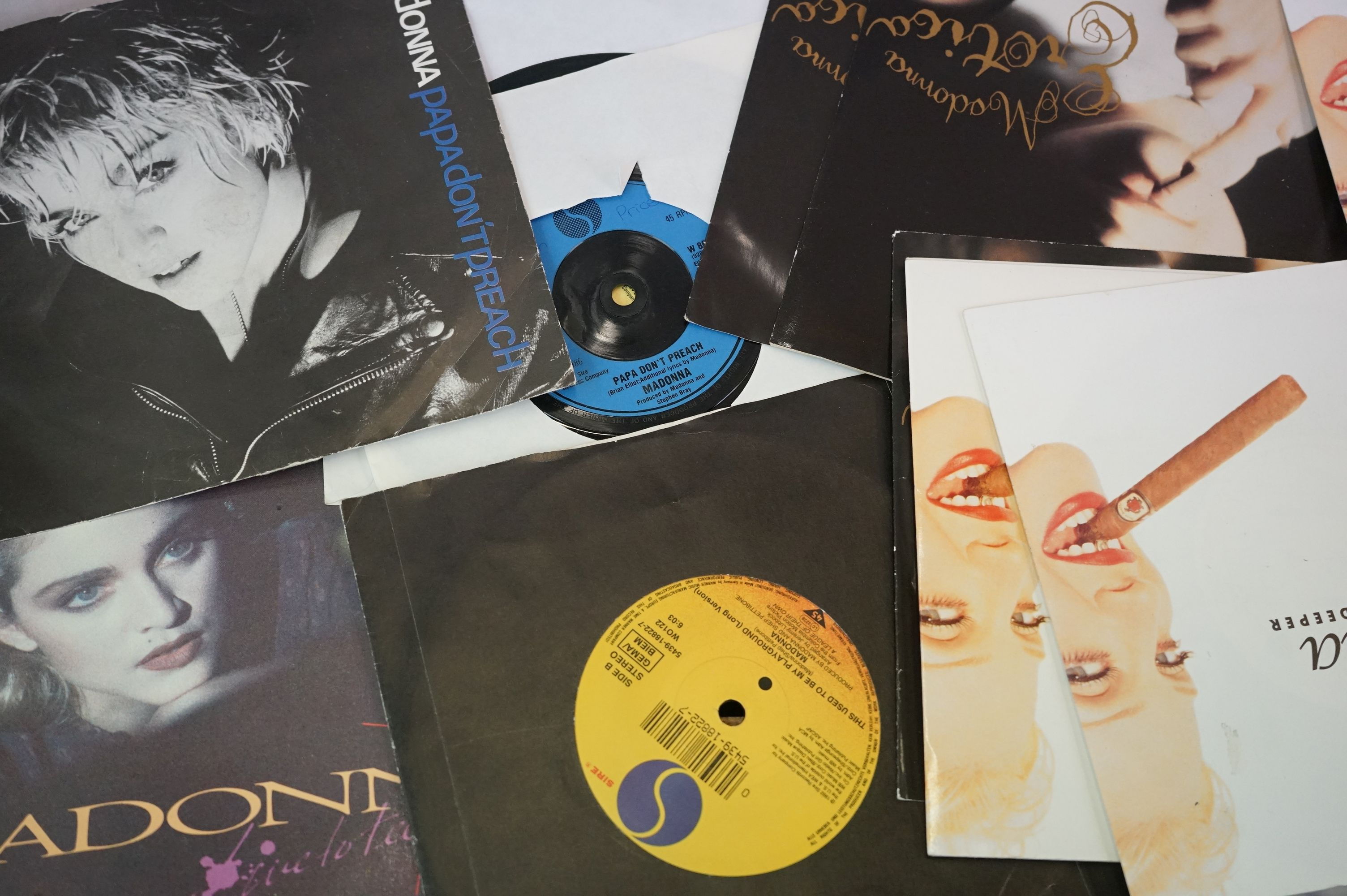 """Vinyl - Approx 200 vinyl 7"""" singles spanning the decades and the genres, picture sleeves, company - Image 2 of 5"""