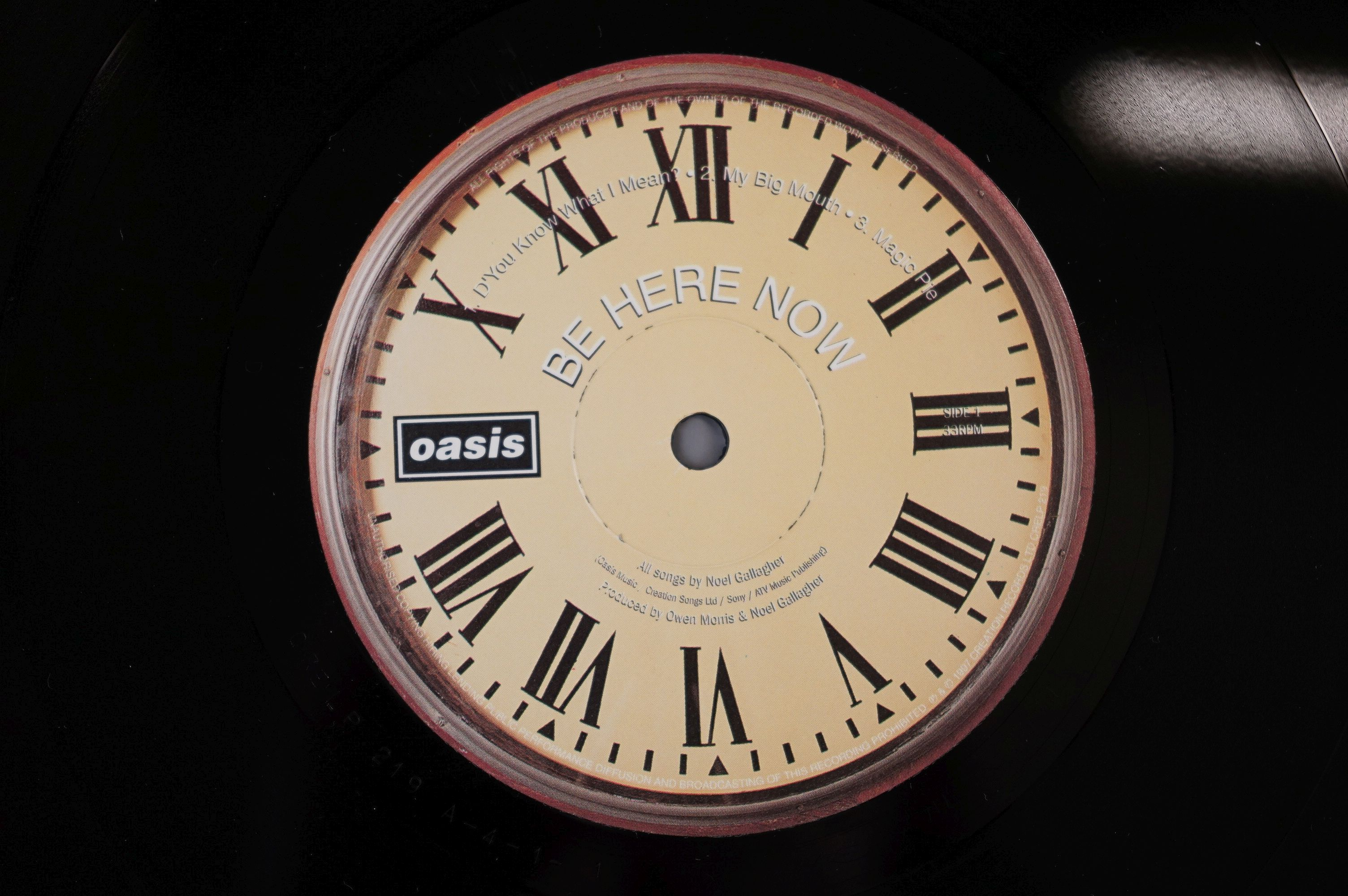 Vinyl - Oasis Be Here Now 2 LP on Creation CRELP219, sleeve ex, vinyl vg+ with a couple of marks - Image 4 of 10
