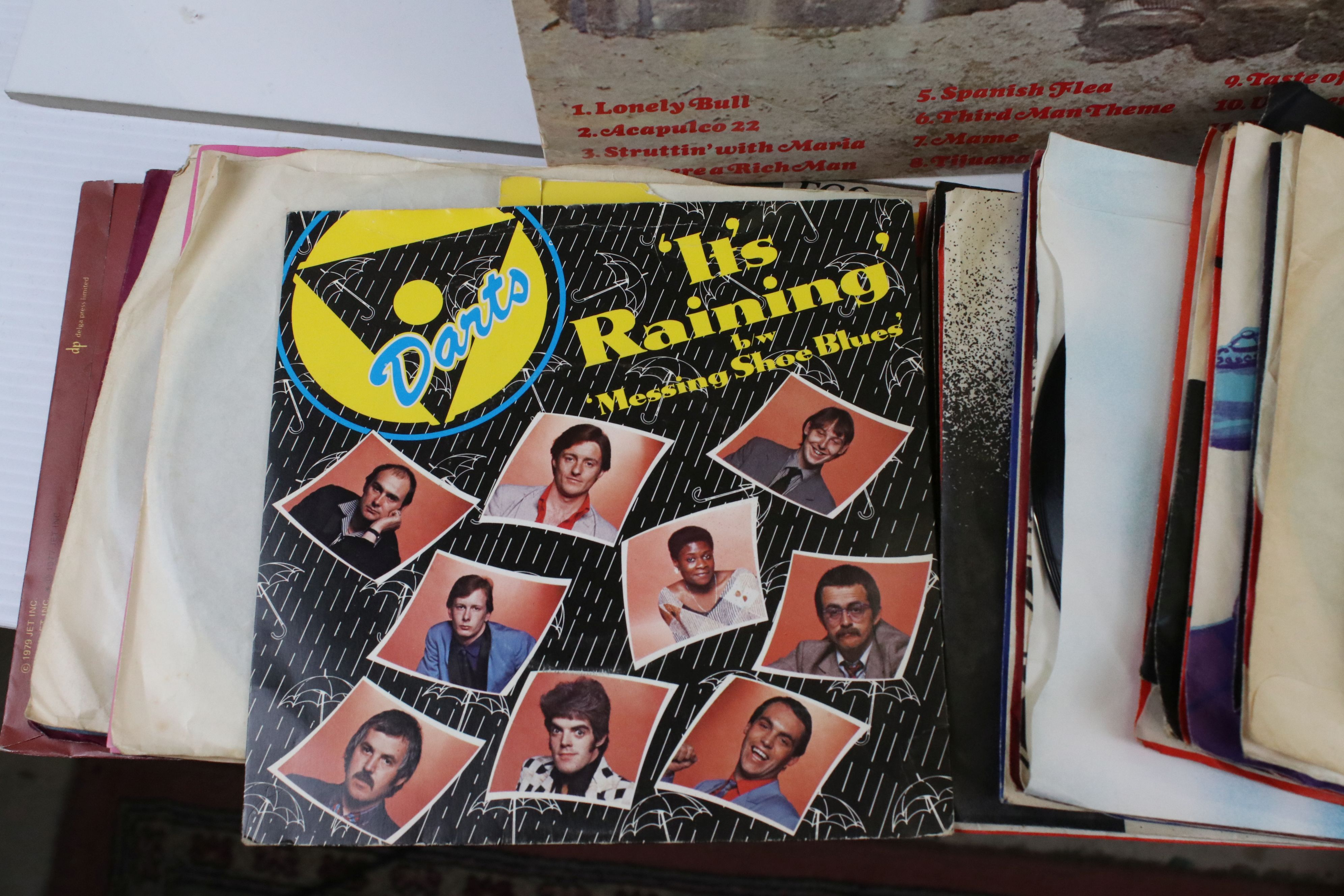 """Vinyl - Pop collection of approx 40 LP's and 100 7"""" singles to include Dire Straits, Paul Young, Cat - Image 2 of 6"""