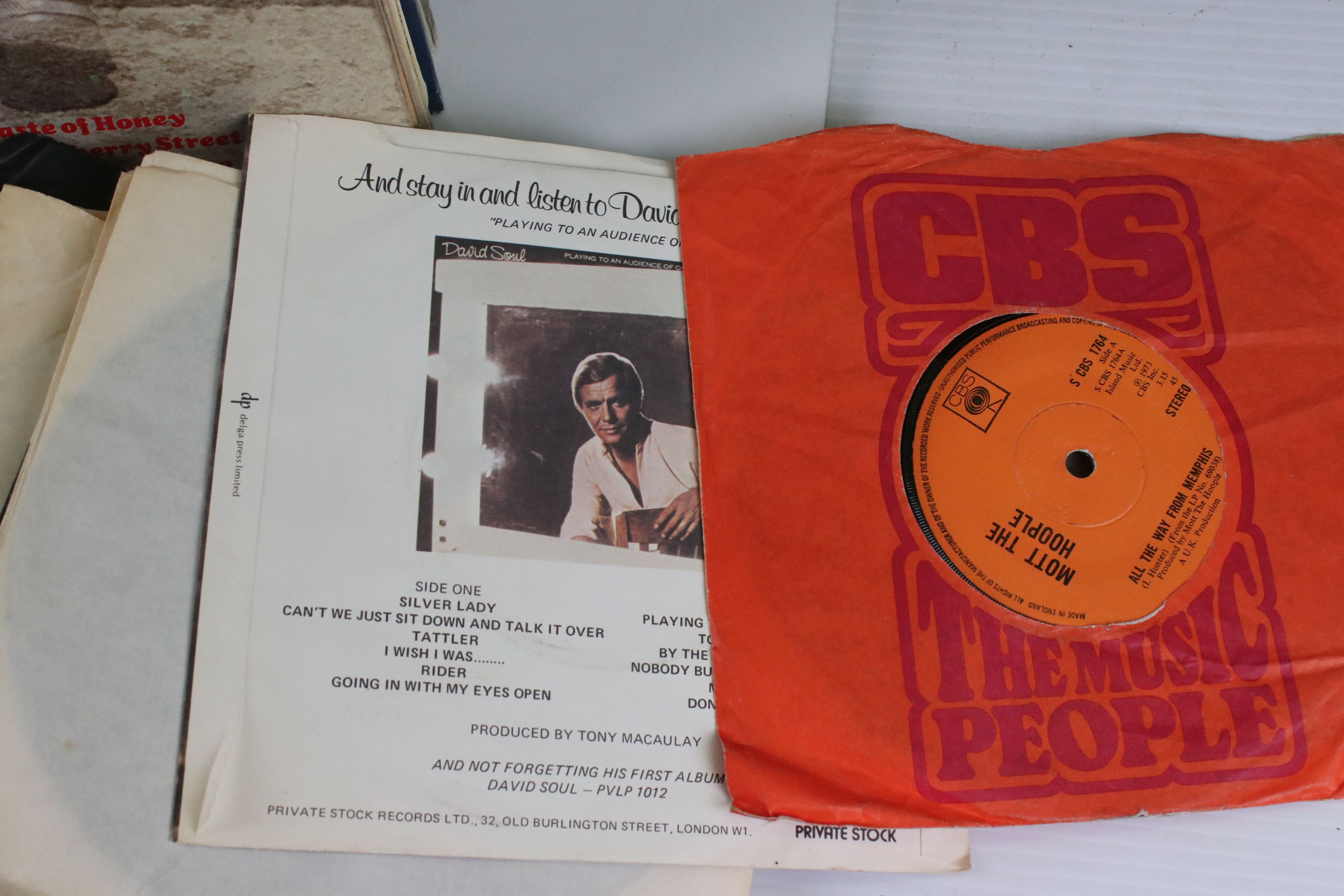"""Vinyl - Pop collection of approx 40 LP's and 100 7"""" singles to include Dire Straits, Paul Young, Cat - Image 3 of 6"""