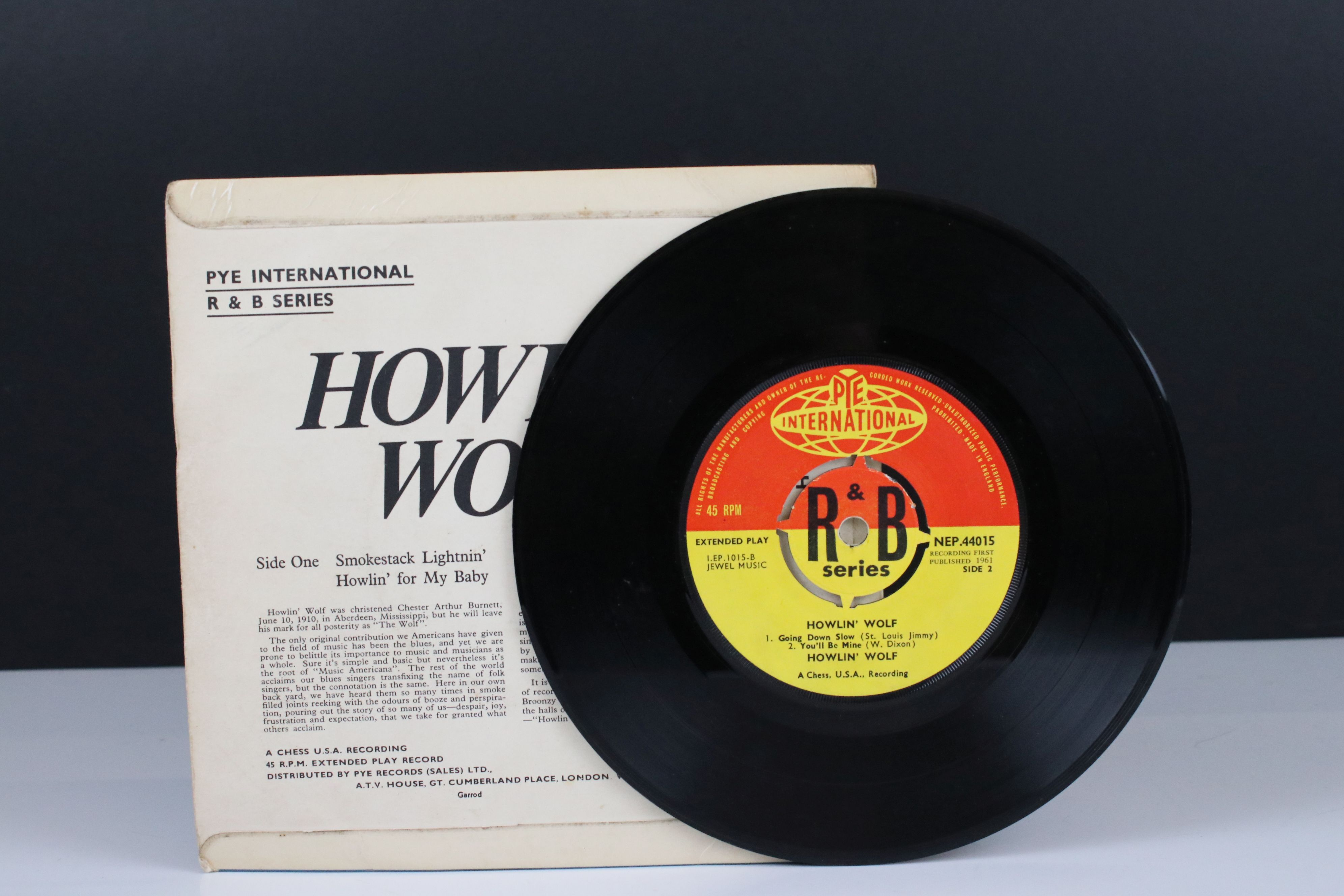 Vinyl - Howlin' Wolf Self Titled EP (NEP 44015) on Pye International. Sleeve G with 15cm tear to - Image 3 of 4
