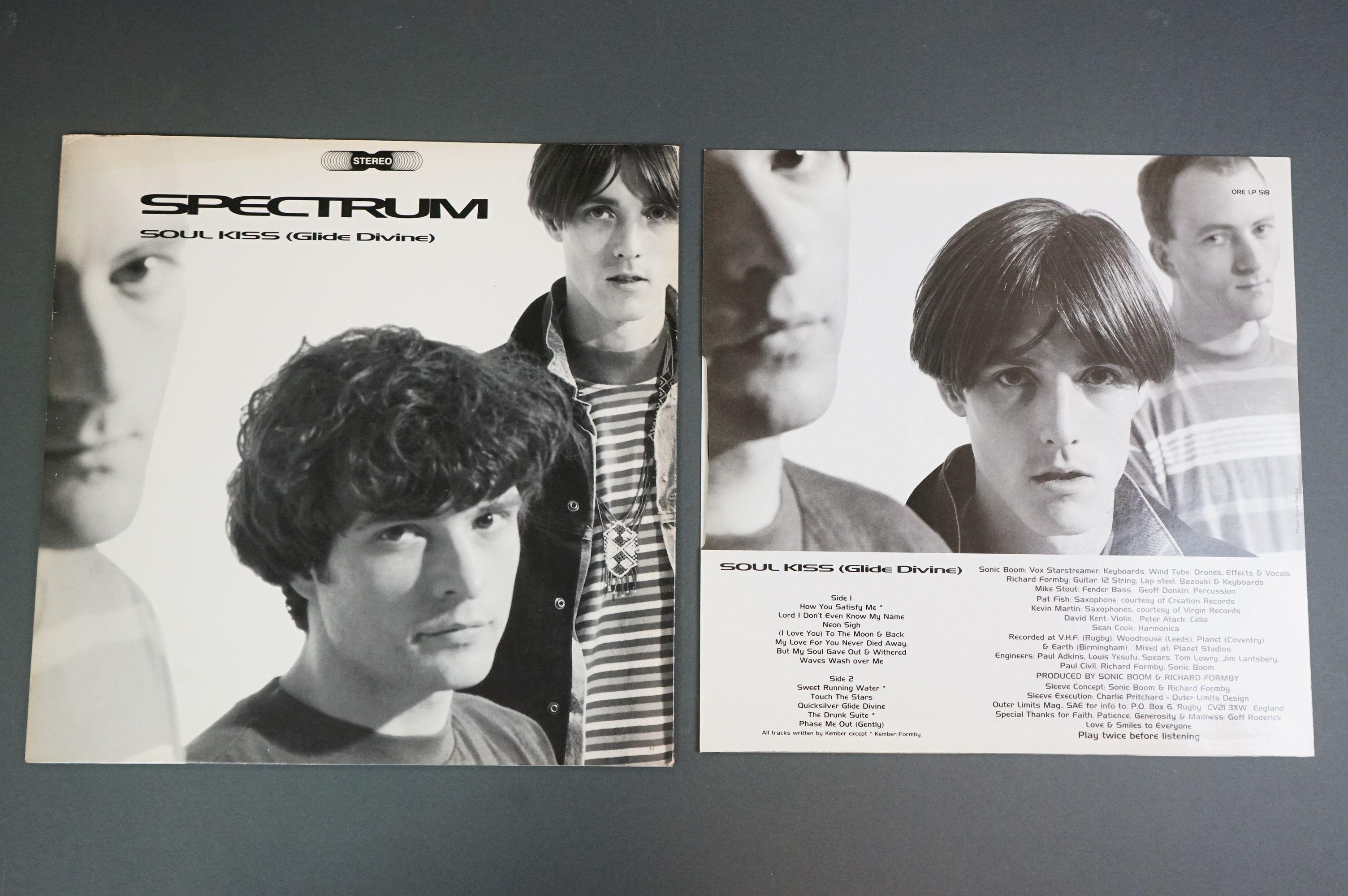 Vinyl - Spectrum Soul Kiss (Glide Devine) ORE LP 518 on Silvertone Records, original inner with - Image 2 of 6