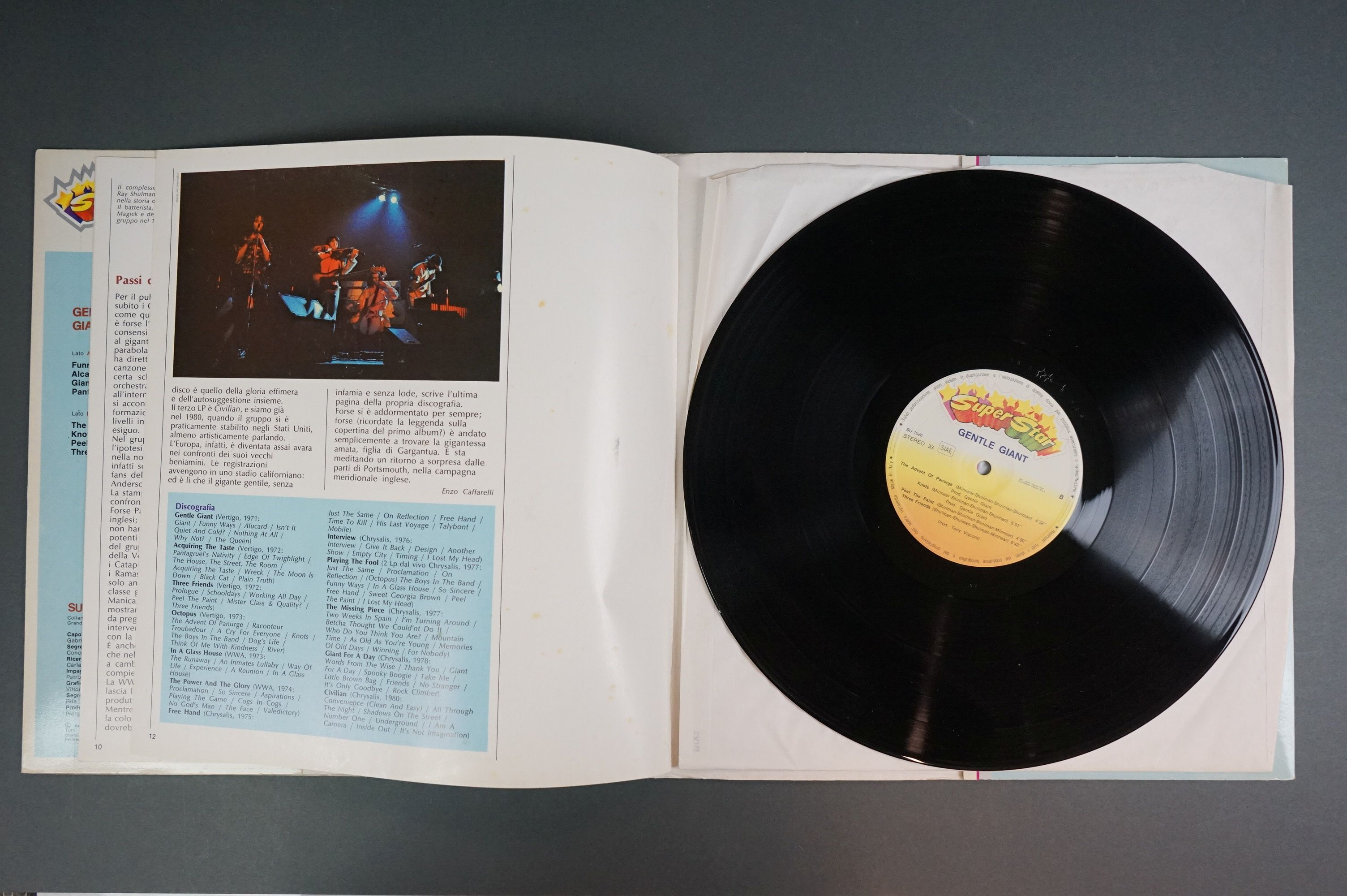 Vinyl - Two Gentle Giant LPs to include In A Glasshouse WWA002 Photograph card and printed inners, - Image 9 of 10