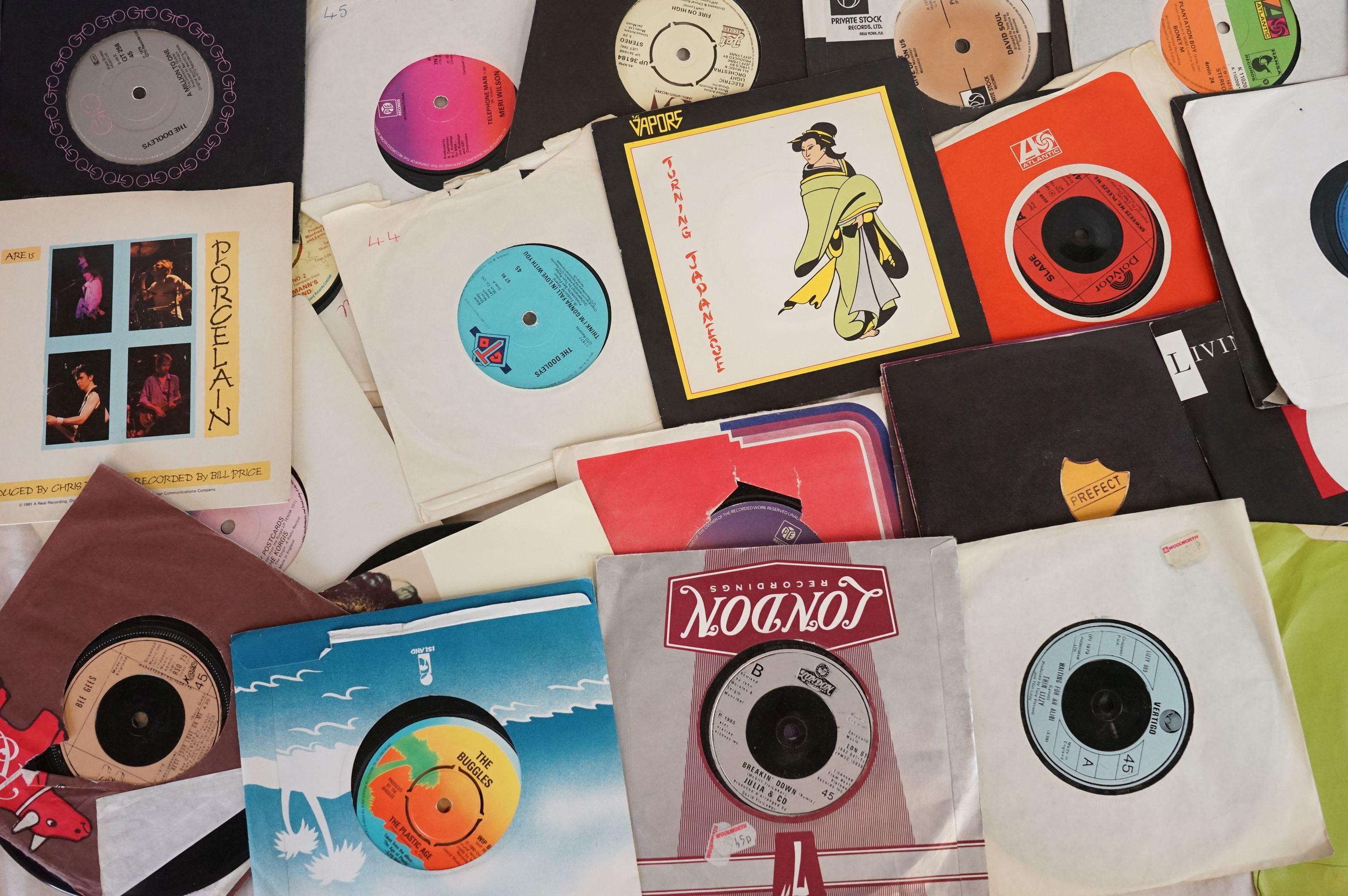 """Vinyl - Approx 300 vinyl 7"""" singles spanning the genres and the decades together with a small - Image 6 of 7"""