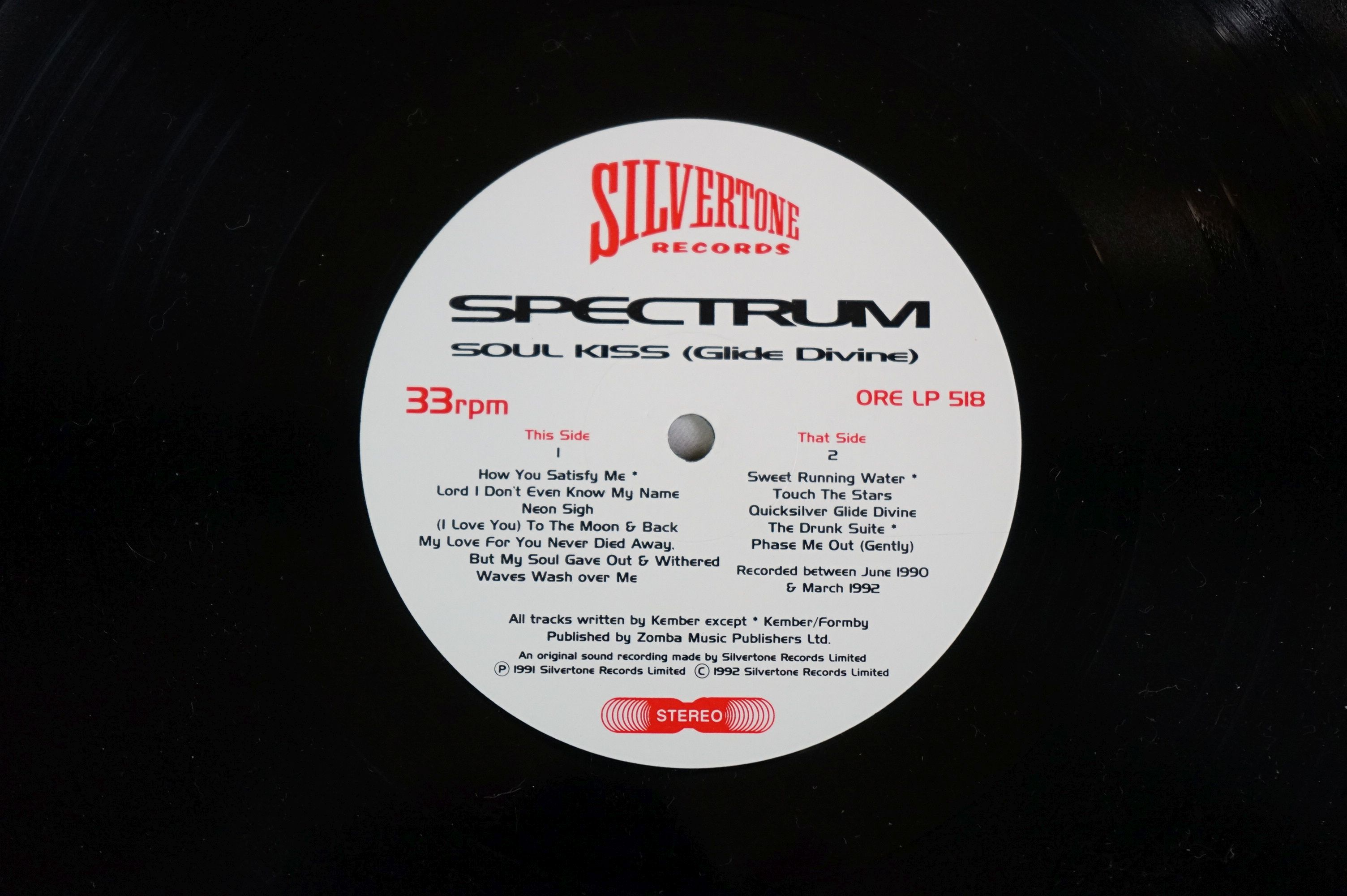 Vinyl - Spectrum Soul Kiss (Glide Devine) ORE LP 518 on Silvertone Records, original inner with - Image 6 of 6