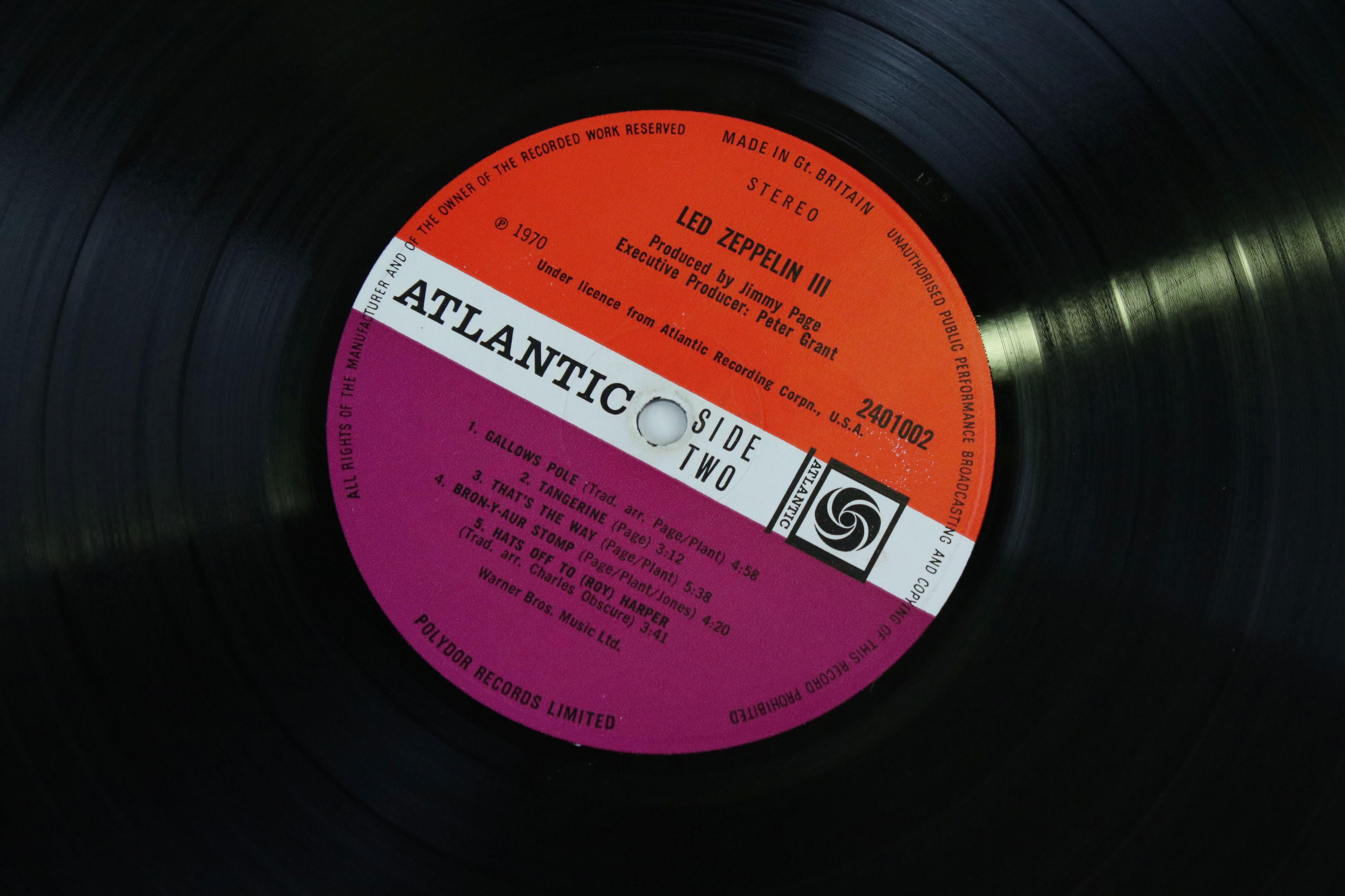 Vinyl - Led Zeppelin III LP on Atlantic Deluxe 2401002 red/maroon label, 1st pressing, sleeve vg - Image 4 of 7