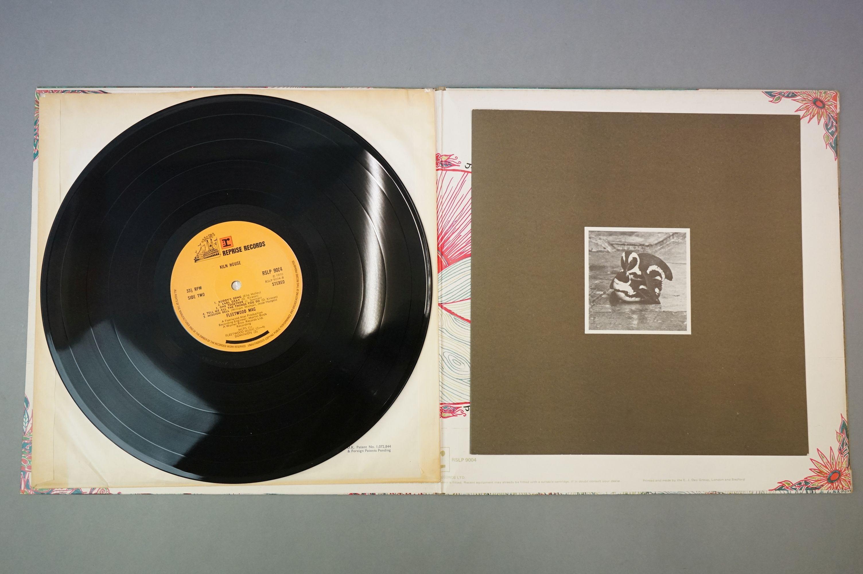 Vinyl - Fleetwood Mac, Kiln House (Reprise RSLP 9004) insert included, sleeve, insert and vinyl vg+ - Image 4 of 14