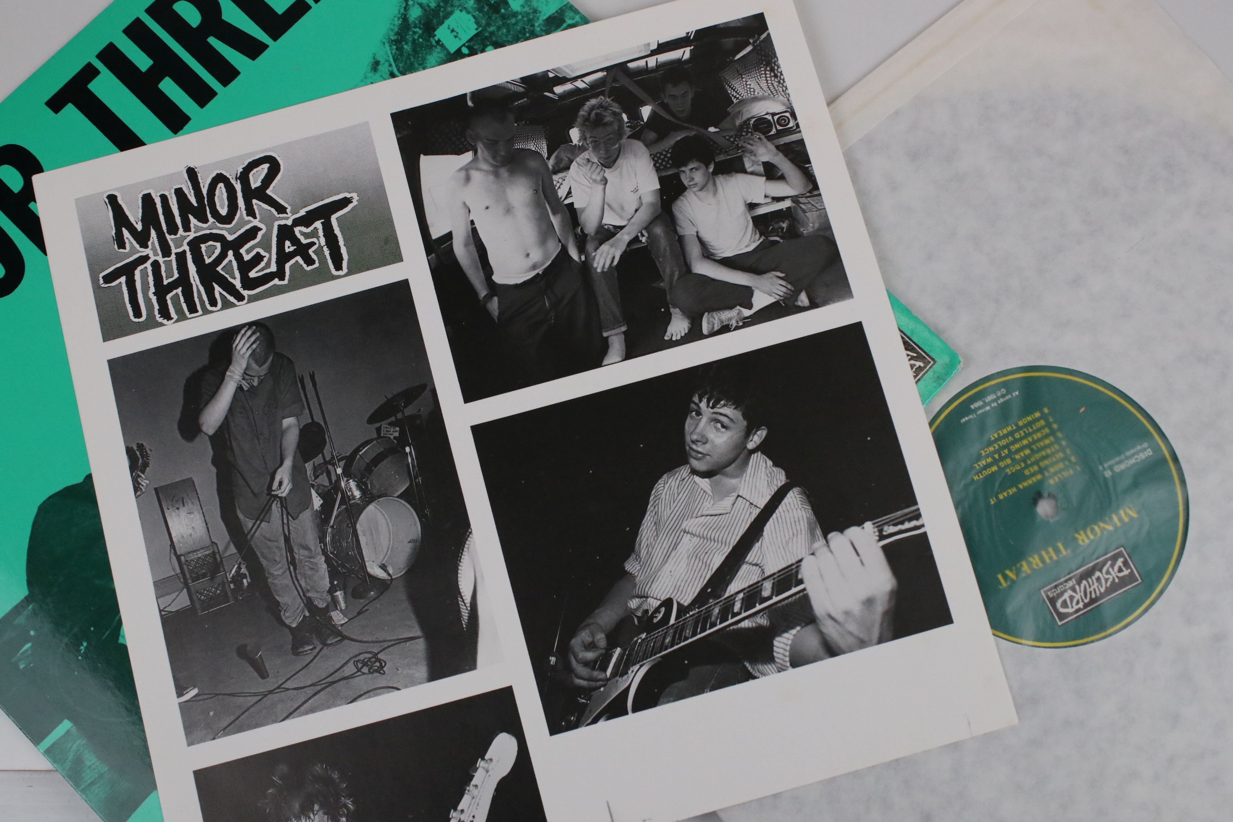 Vinyl - Two Minor Threat LPs to include Out of Step on Dischord No 10 and self titled No 13, both ex - Image 4 of 7