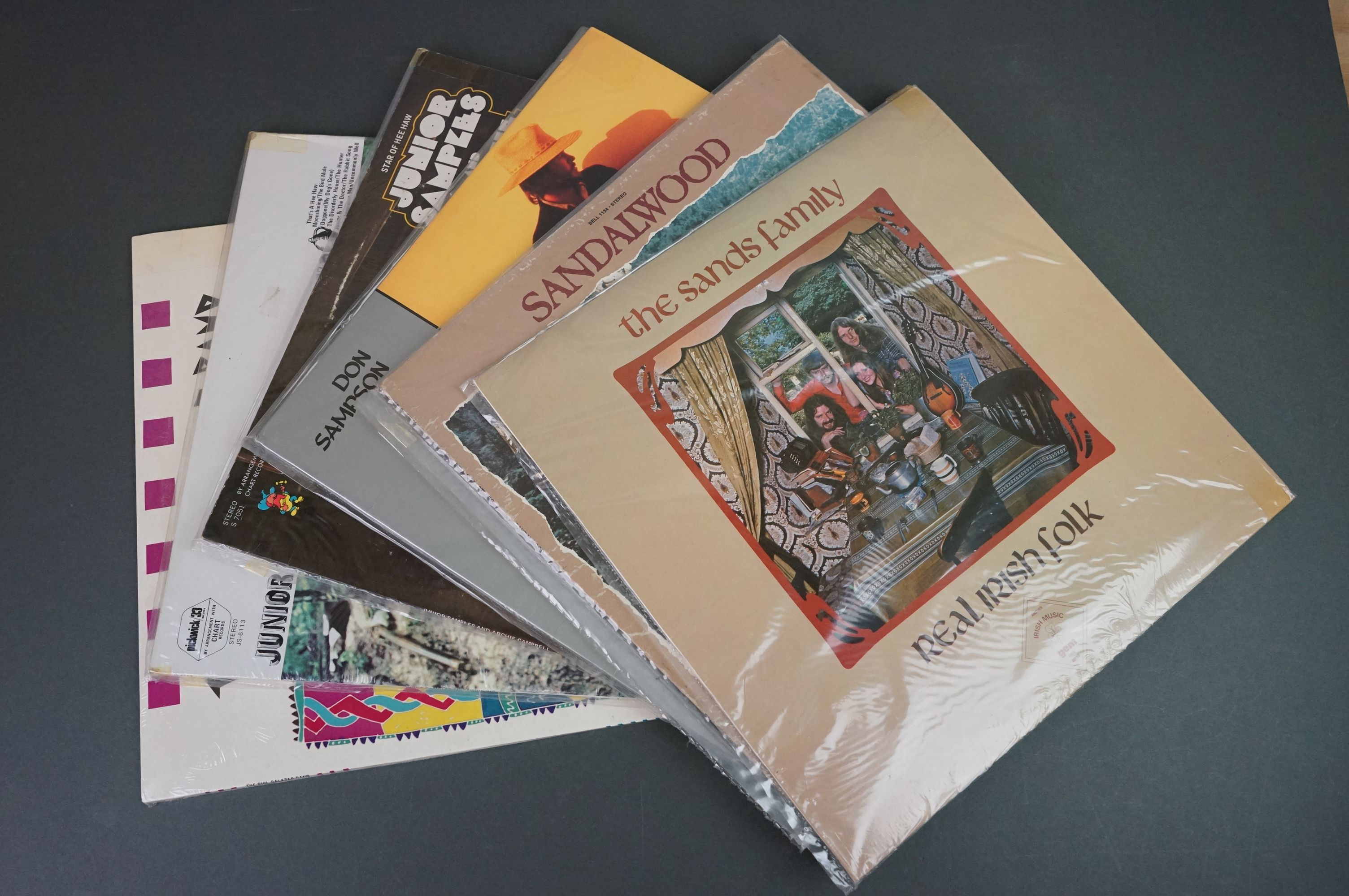 Vinyl - Around 200 LPs to include Country, Pop, Easy Listening etc, sleeves and vinyl vg+ (two - Image 3 of 4
