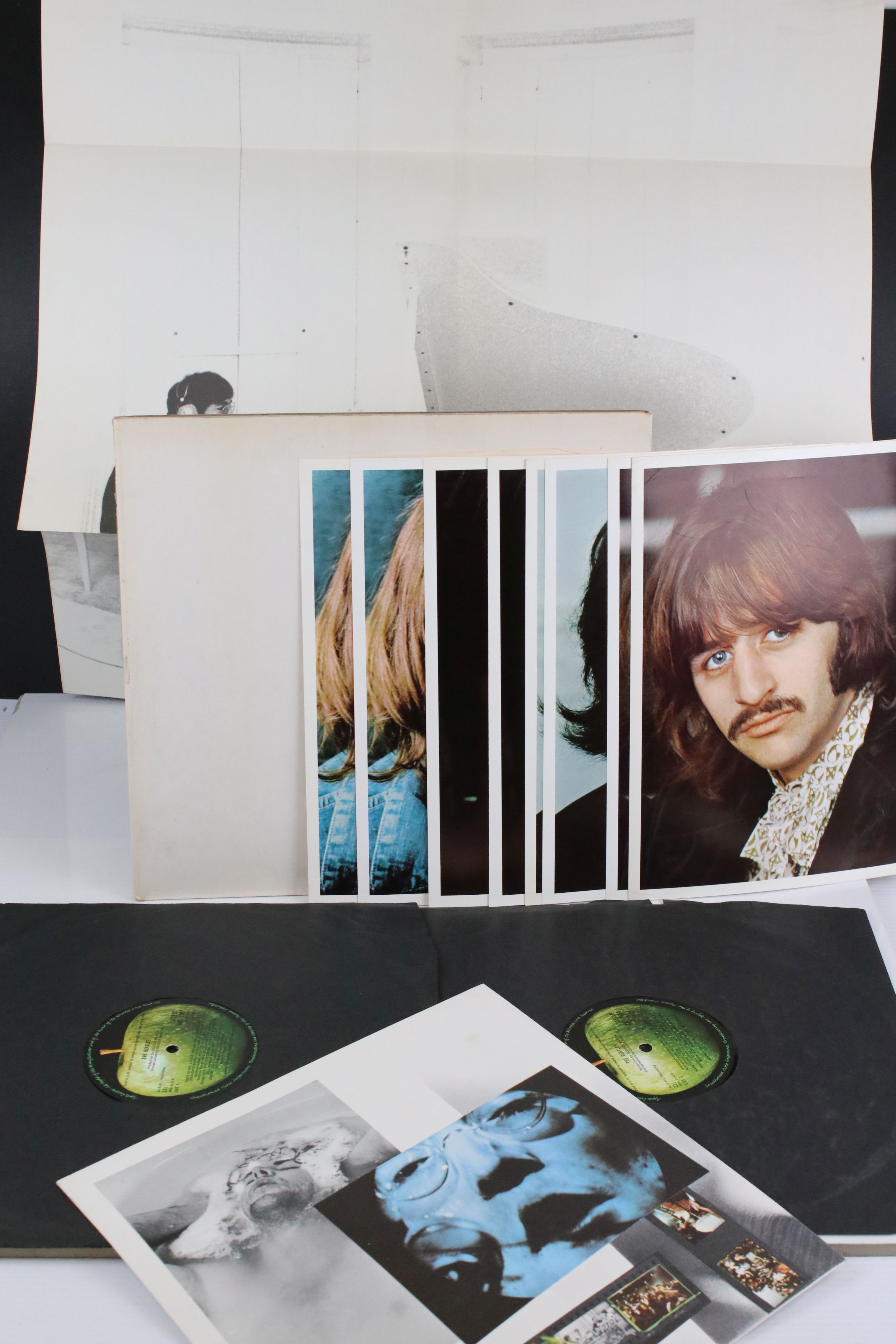 Vinyl - The Beatles White Album LP mono PMC7067-8, numbered 0001376 with 8 x coloured prints and