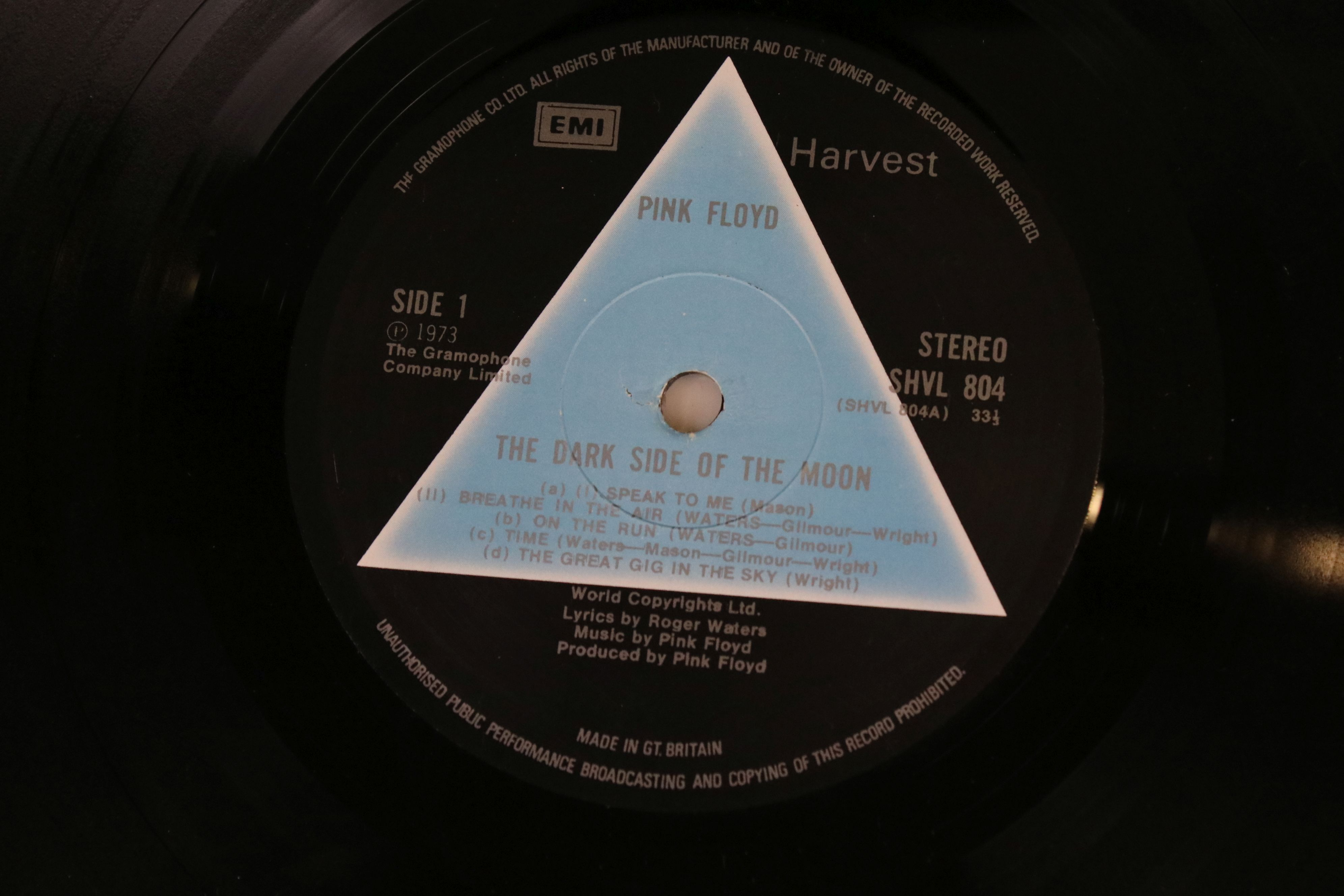 Vinyl - Pink Floyd Dark Side of The Moon LP on Harvest SHVL804 Stereo, solid light blue triangle, no - Image 2 of 6