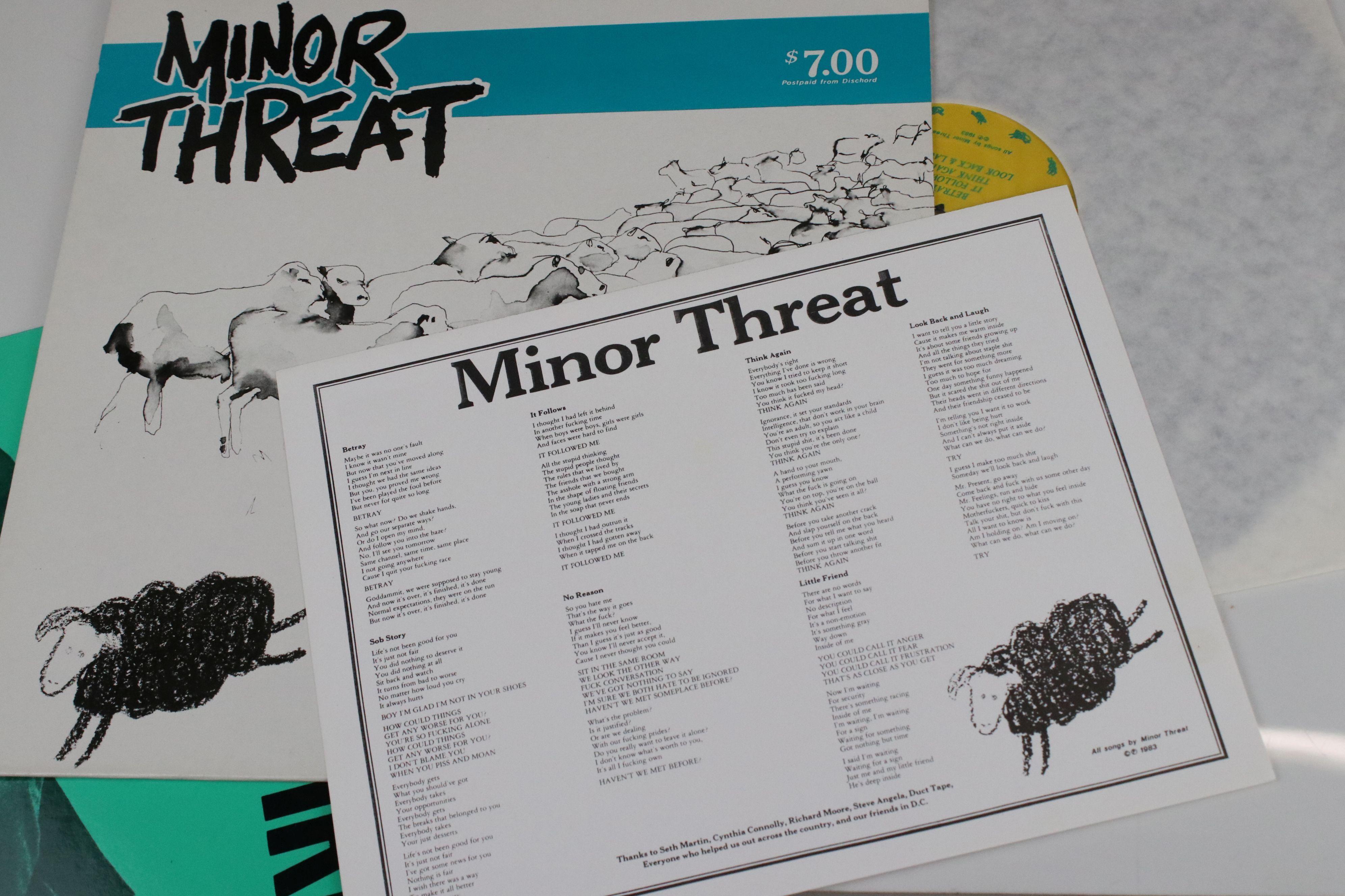 Vinyl - Two Minor Threat LPs to include Out of Step on Dischord No 10 and self titled No 13, both ex - Image 7 of 7