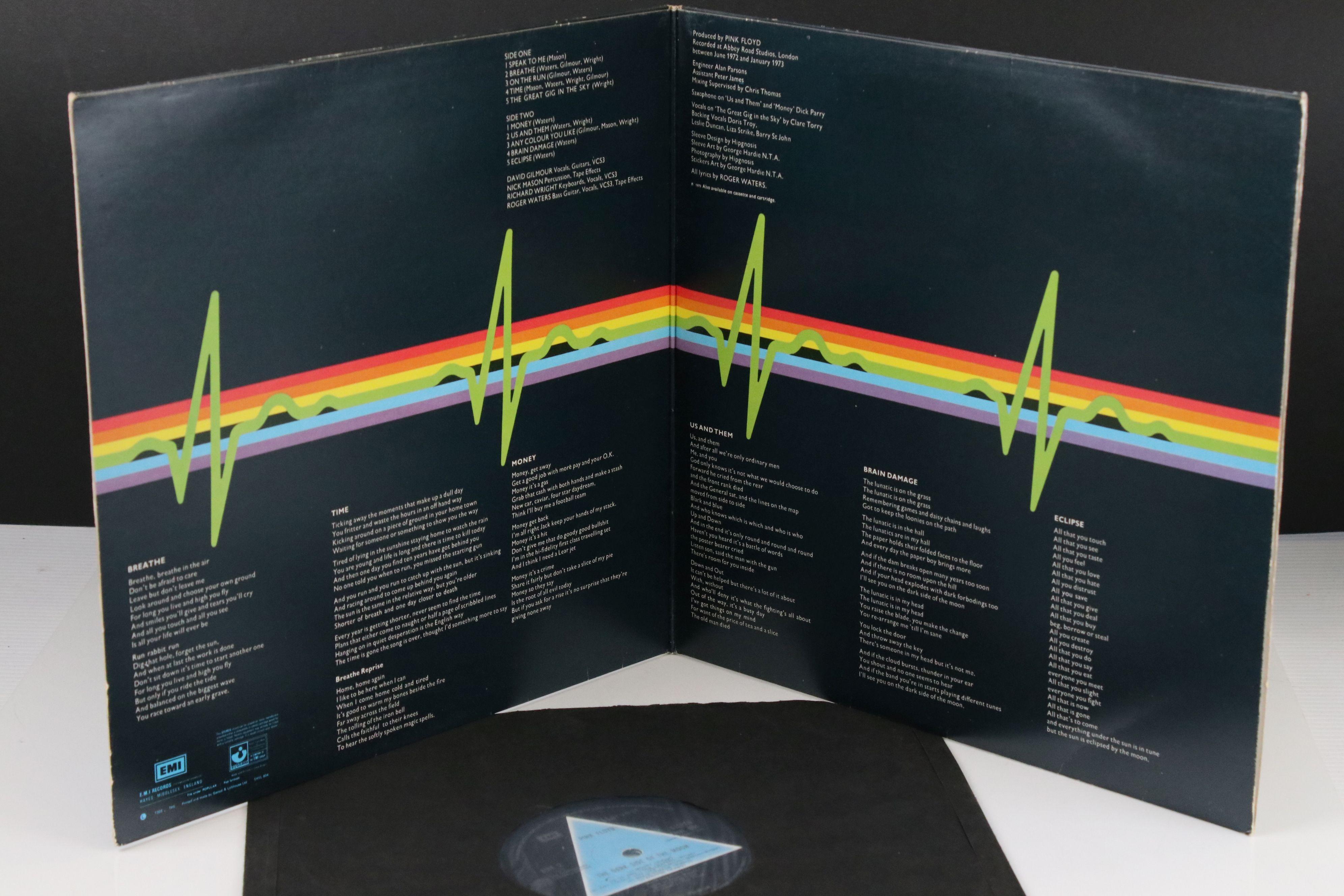 Vinyl - Pink Floyd Dark Side of The Moon LP on Harvest SHVL804 Stereo, solid light blue triangle, no - Image 5 of 6