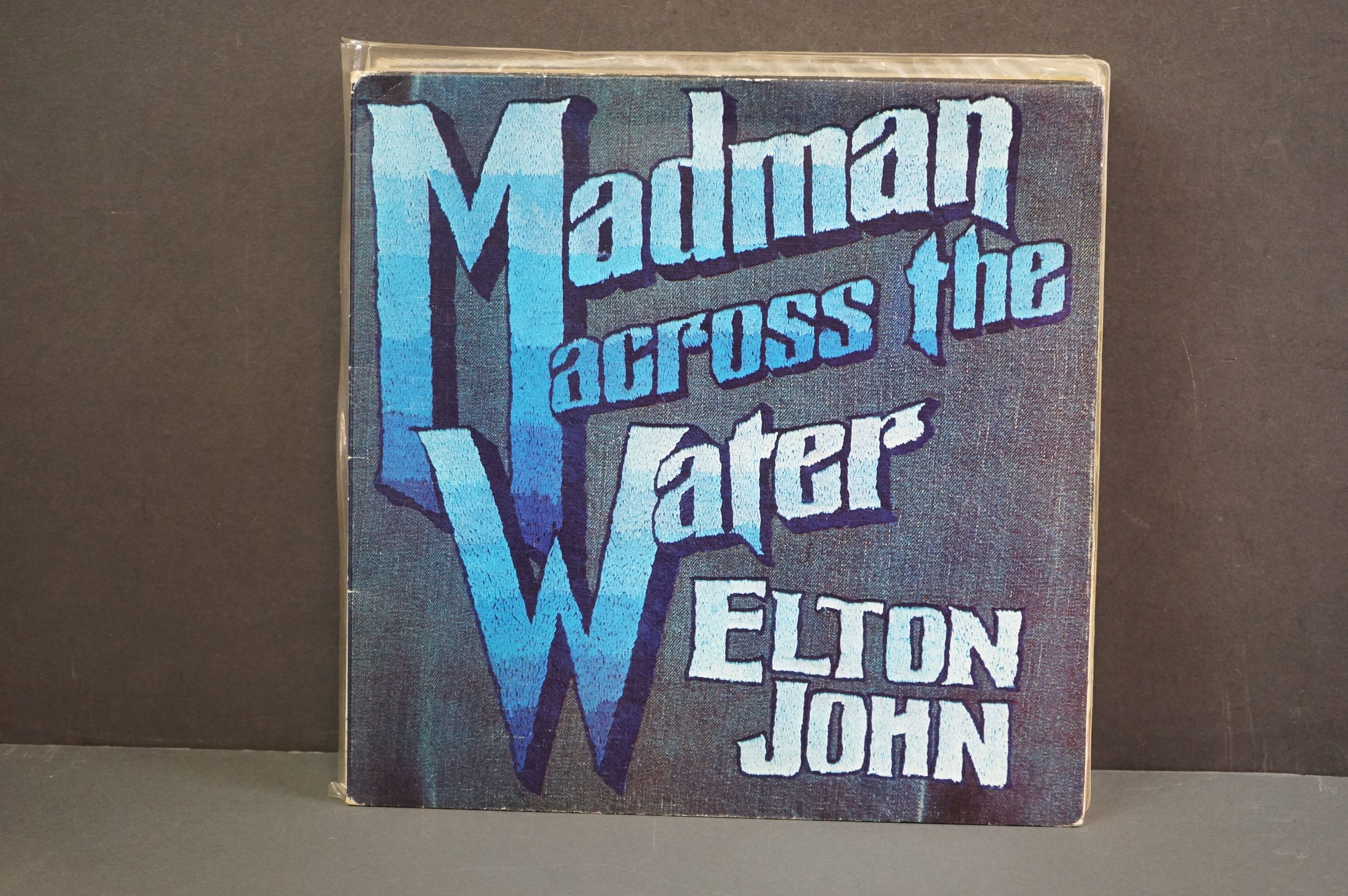 Vinyl - 16 Elton John LPs to include A Single Man, Blue Moves, Greatest Hits, Goodbye Yellow Brick - Image 8 of 16