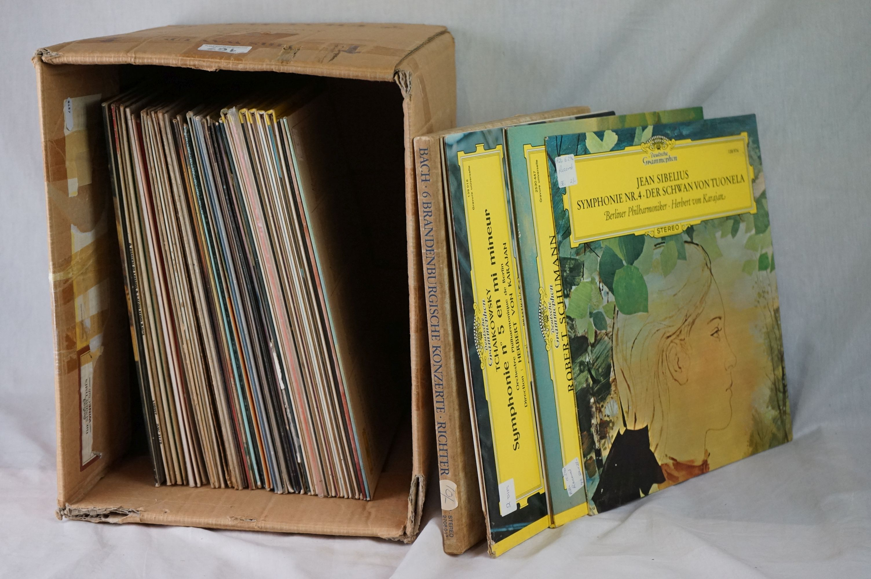 Vinyl - Classical approx 40 LP's to include several Deutsche Grammophon releases. Condition of