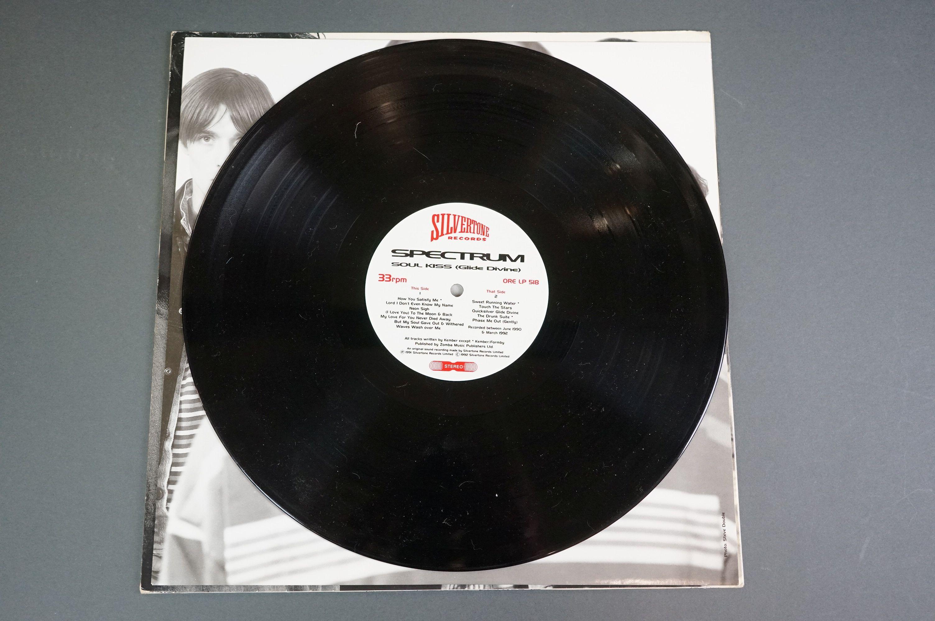 Vinyl - Spectrum Soul Kiss (Glide Devine) ORE LP 518 on Silvertone Records, original inner with - Image 5 of 6