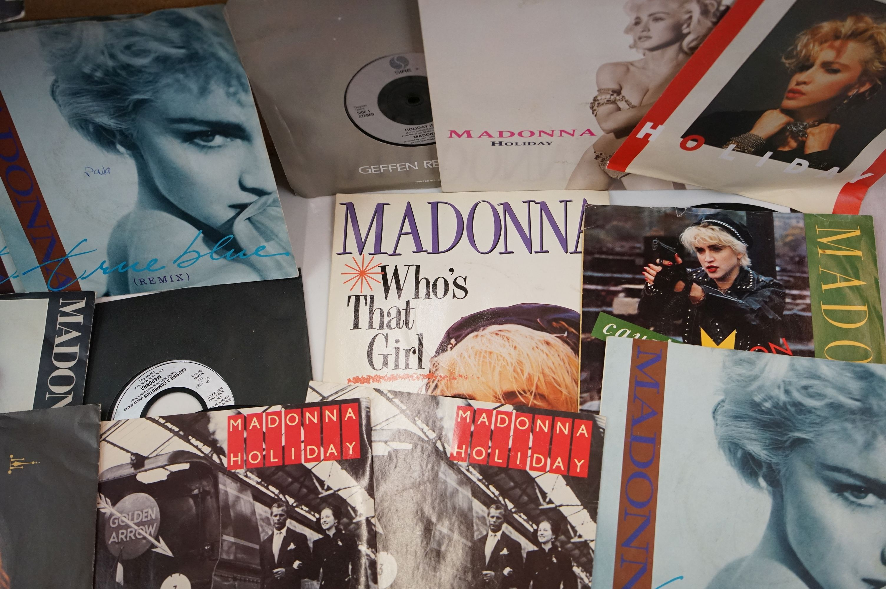 """Vinyl - Approx 200 vinyl 7"""" singles spanning the decades and the genres, picture sleeves, company - Image 4 of 5"""