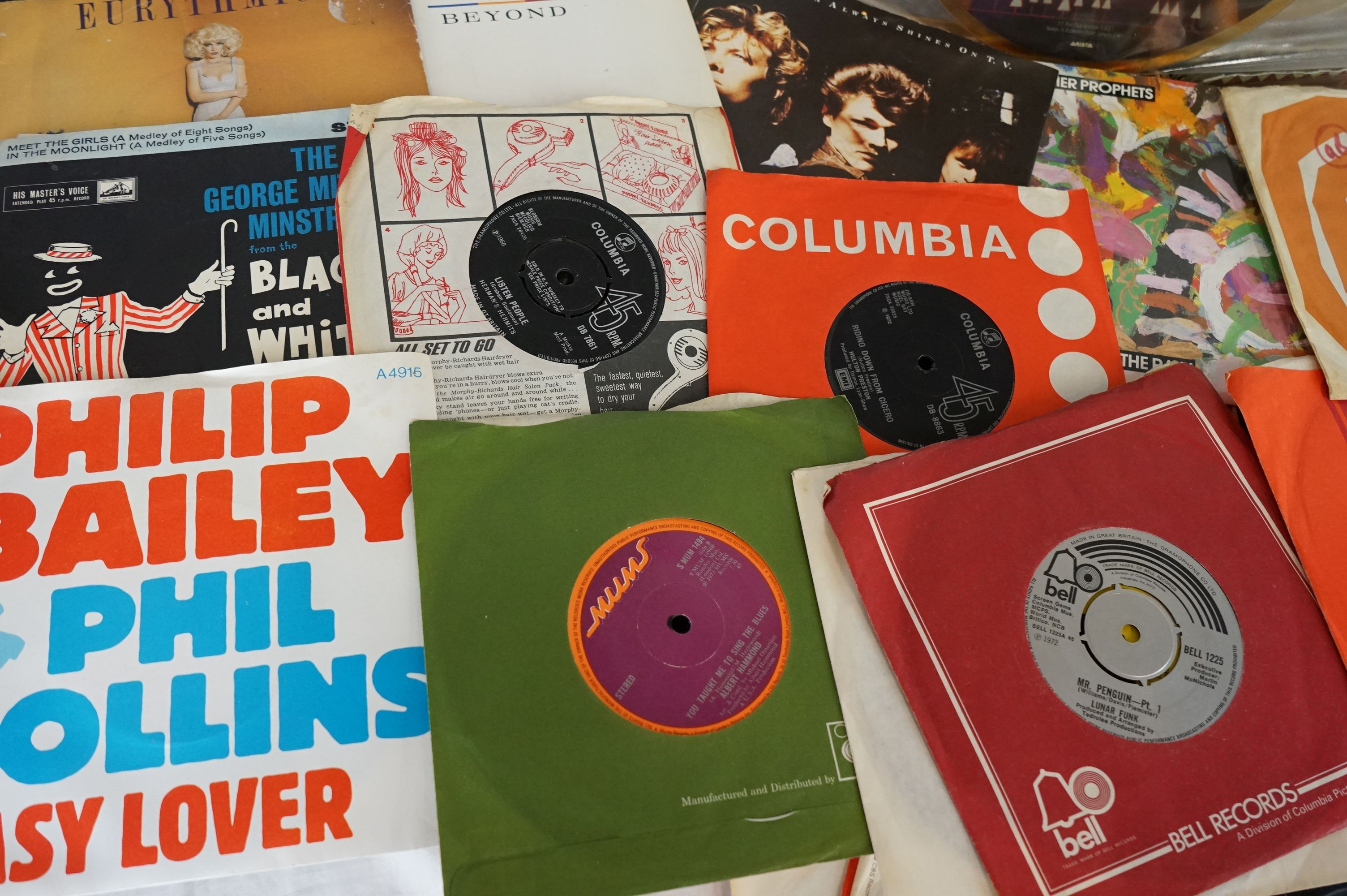 """Vinyl - Approx 200 vinyl 7"""" singles spanning the genres and the decades, most in original picture - Image 3 of 3"""