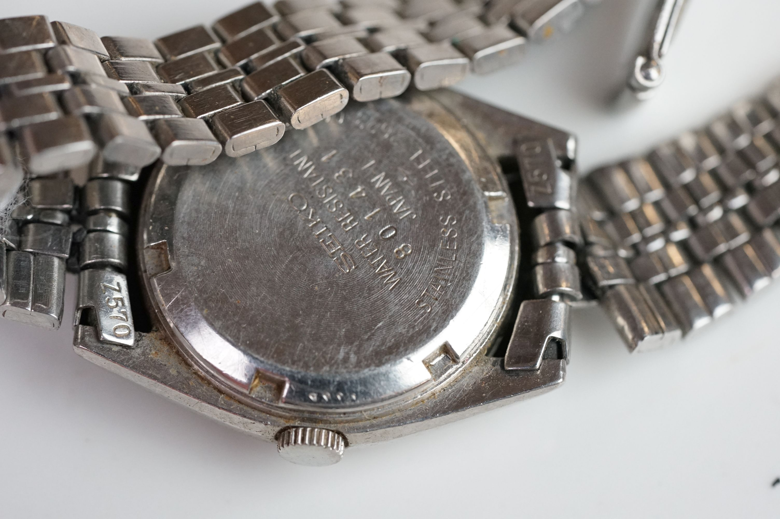 A selection of three Seiko SQ watches to include a gents and two ladies examples. - Image 14 of 15