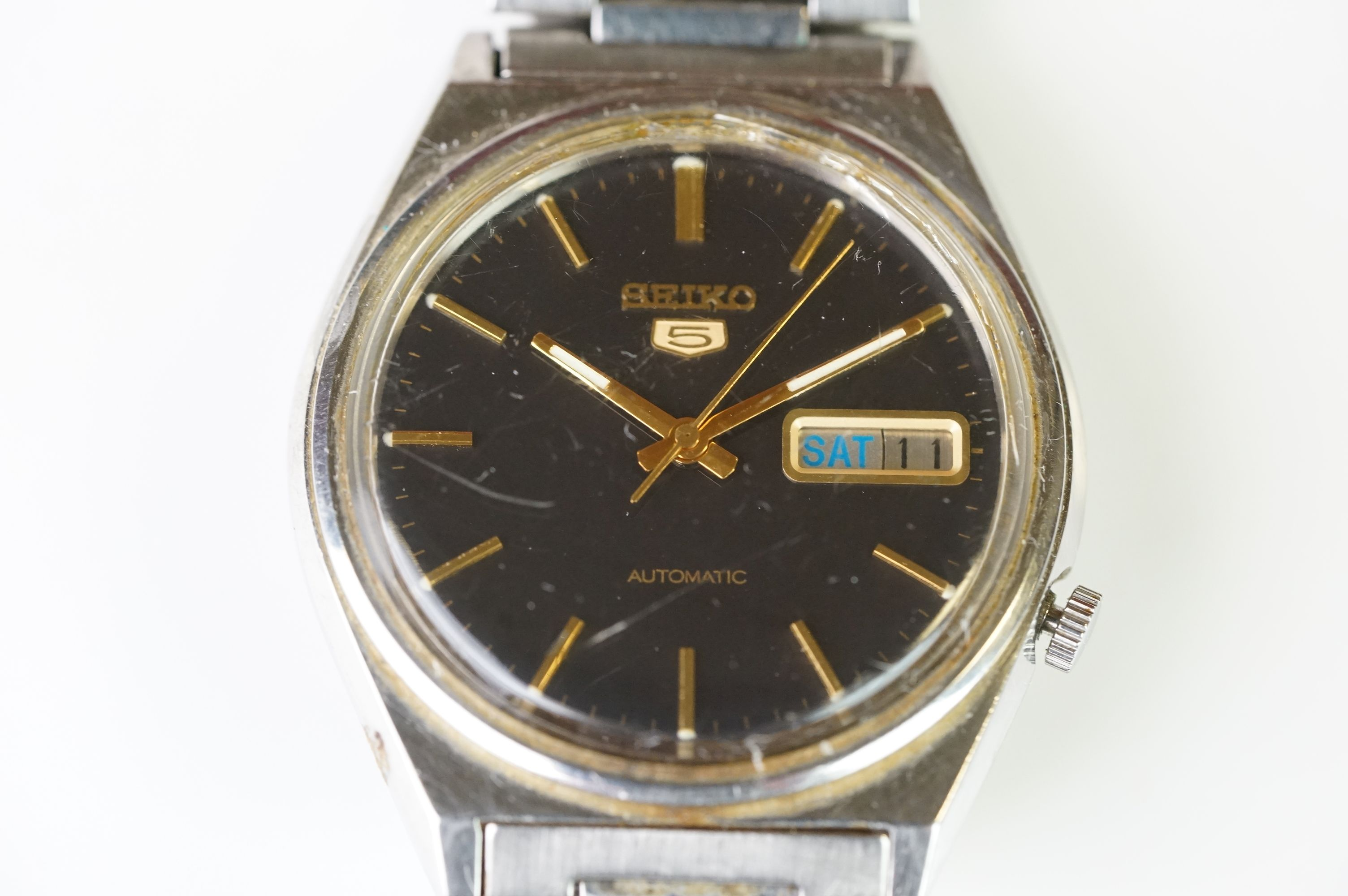 Two vintage Seiko 5 day / date automatic watches. - Image 2 of 15