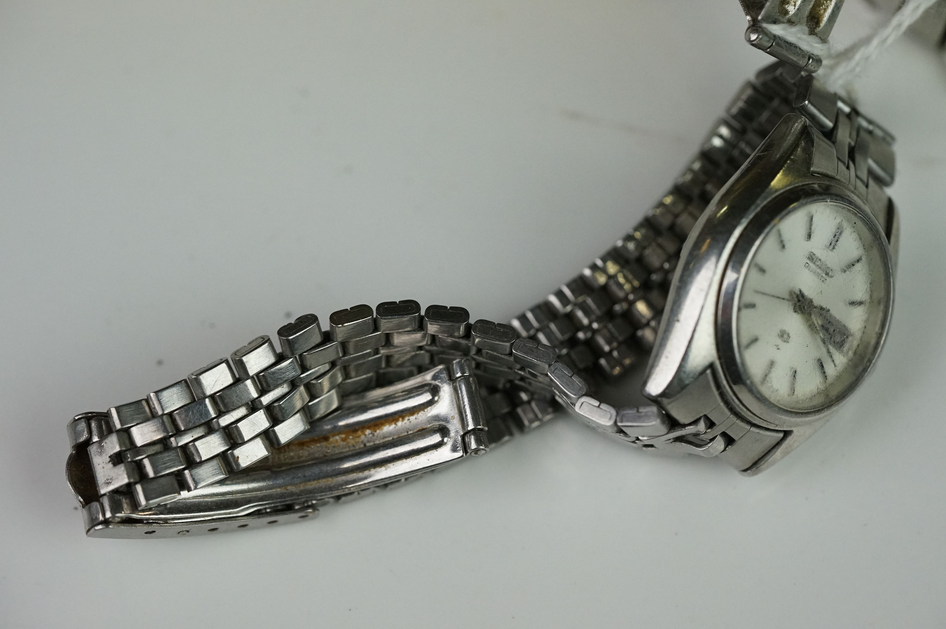 A selection of three Seiko SQ watches to include a gents and two ladies examples. - Image 13 of 15