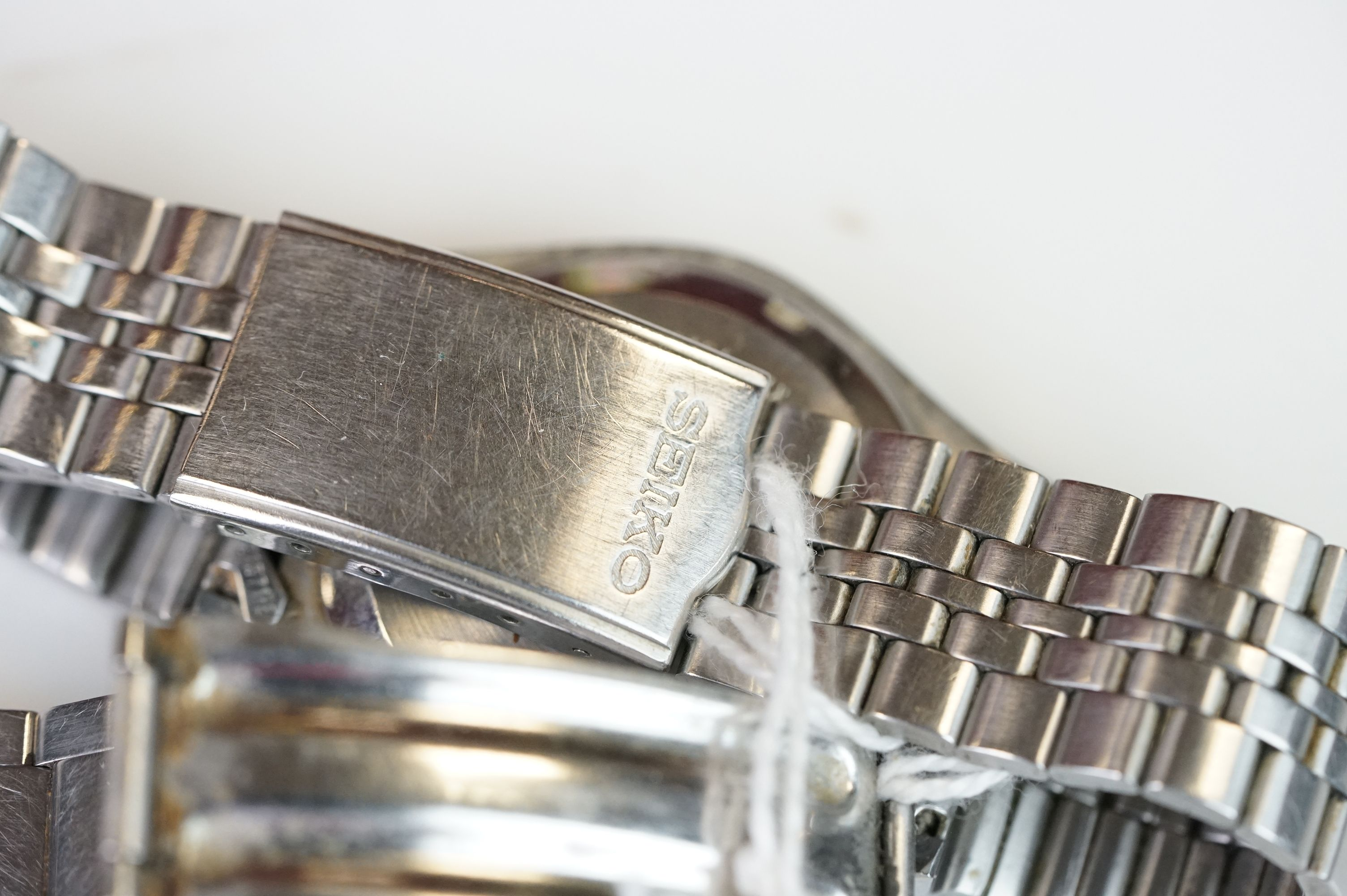Two vintage Seiko 5 day / date automatic watches. - Image 15 of 15