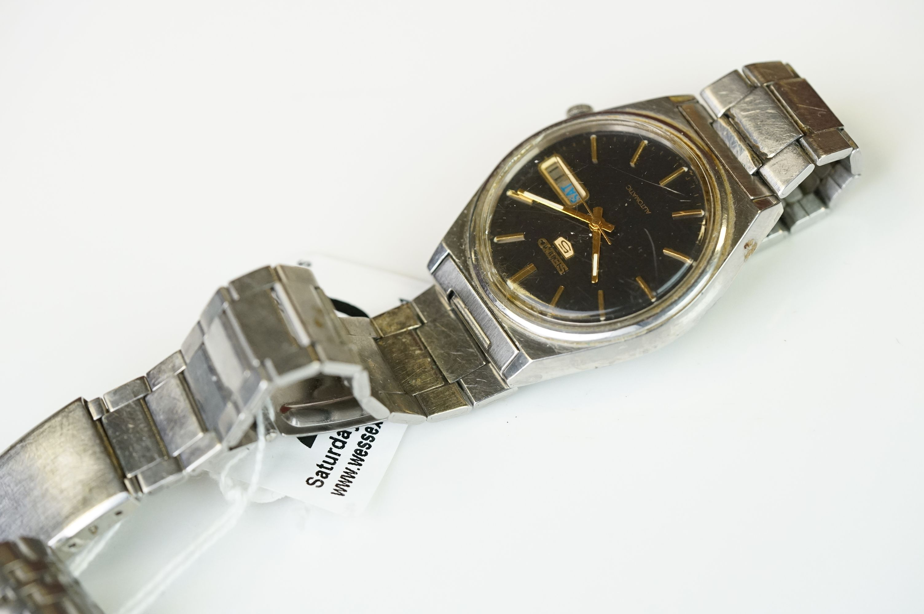 Two vintage Seiko 5 day / date automatic watches. - Image 8 of 15