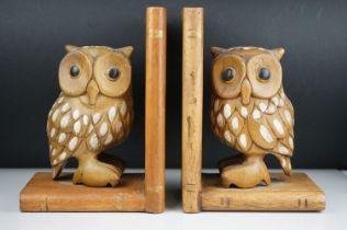 Pair of carved wooden bookends in the form of of owls.