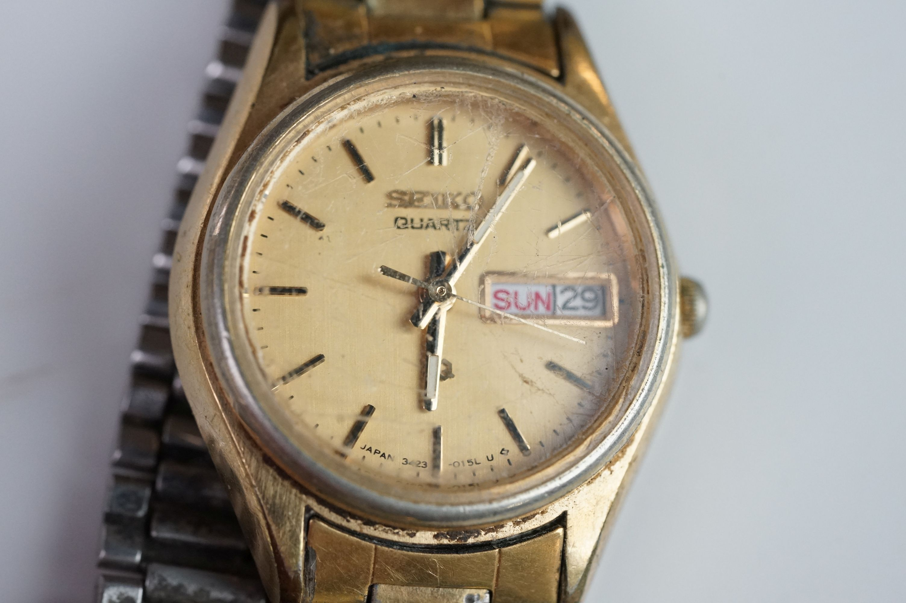 A selection of three Seiko SQ watches to include a gents and two ladies examples. - Image 7 of 15
