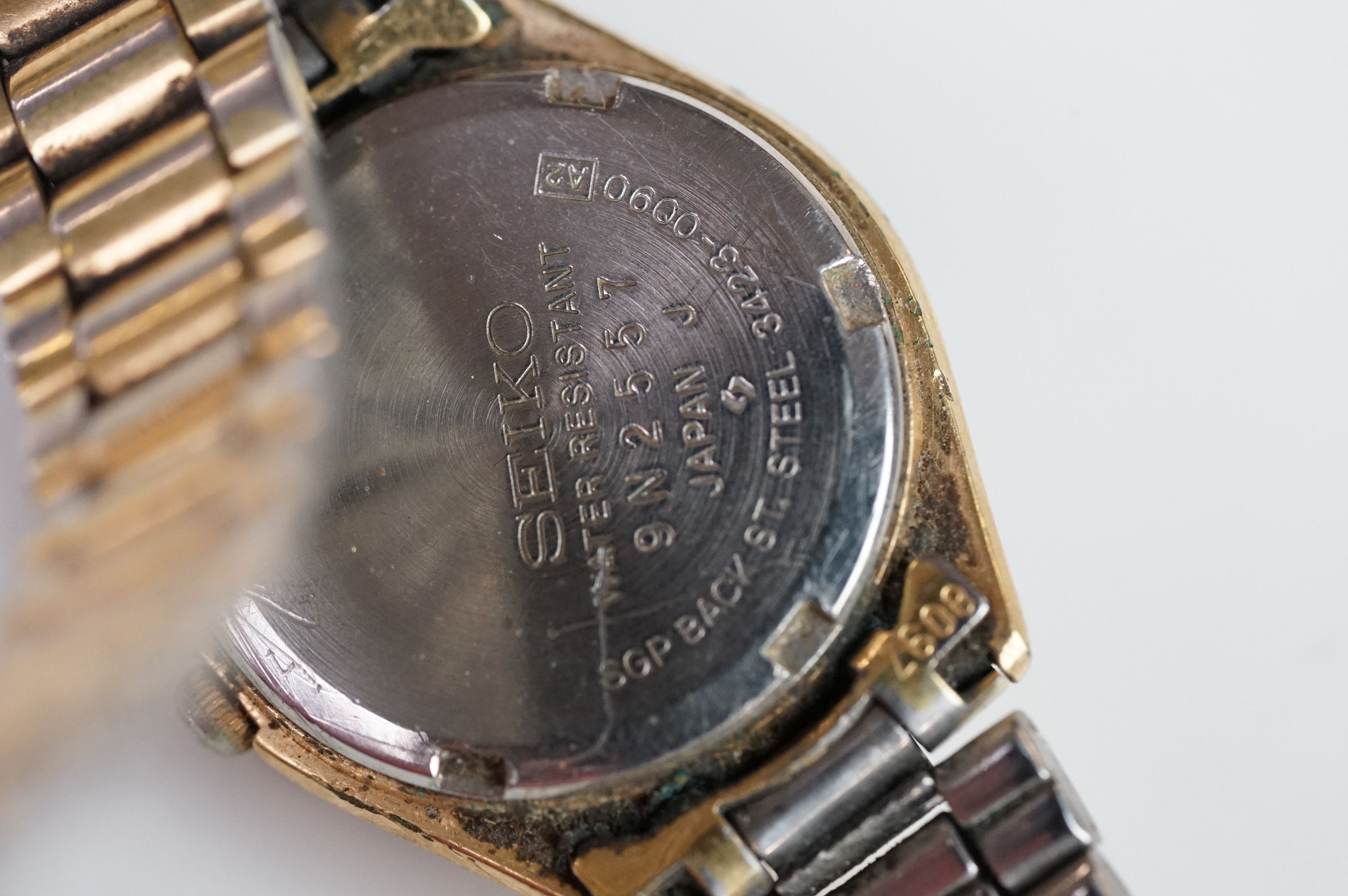 A selection of three Seiko SQ watches to include a gents and two ladies examples. - Image 10 of 15