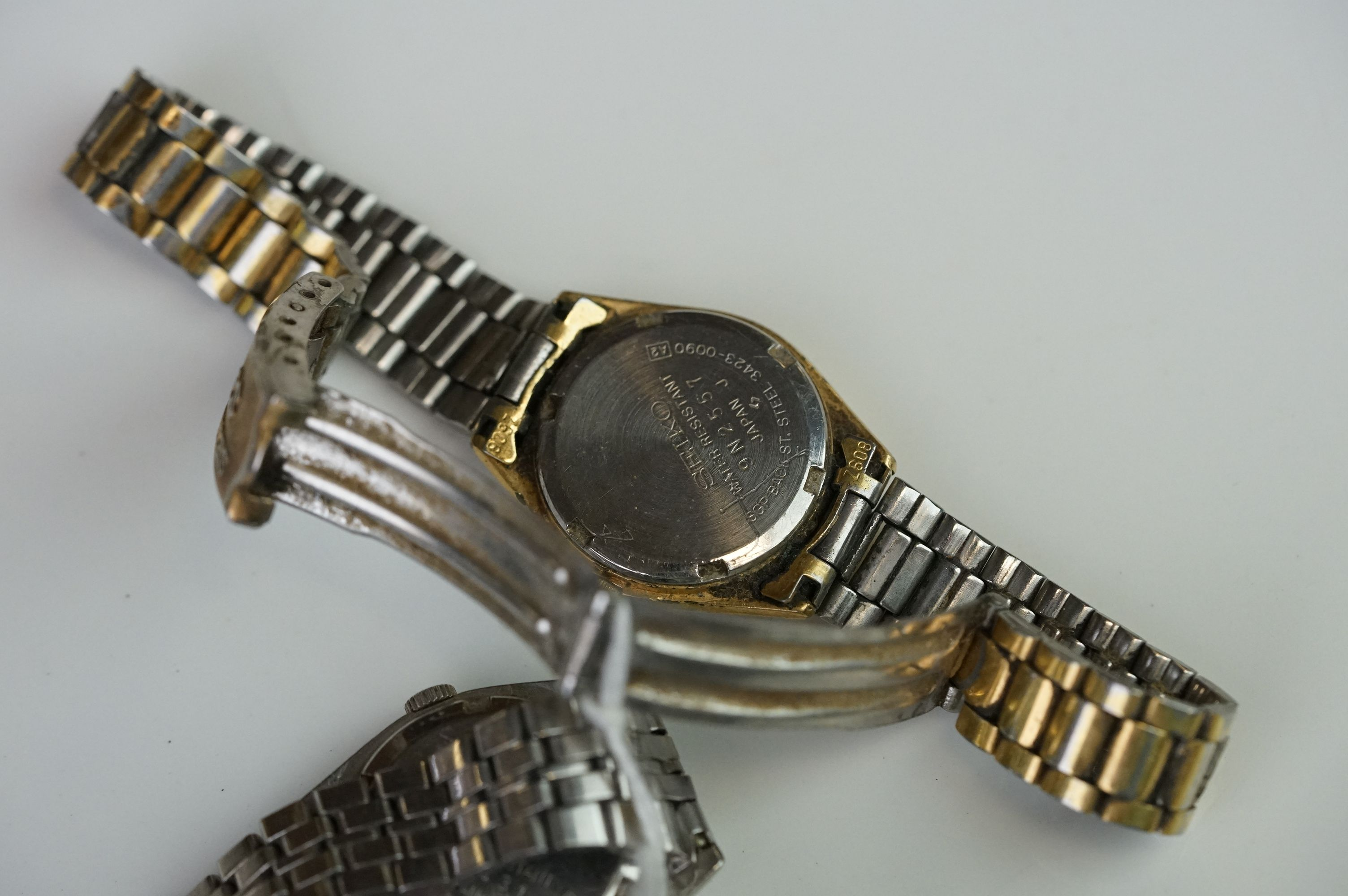 A selection of three Seiko SQ watches to include a gents and two ladies examples. - Image 11 of 15