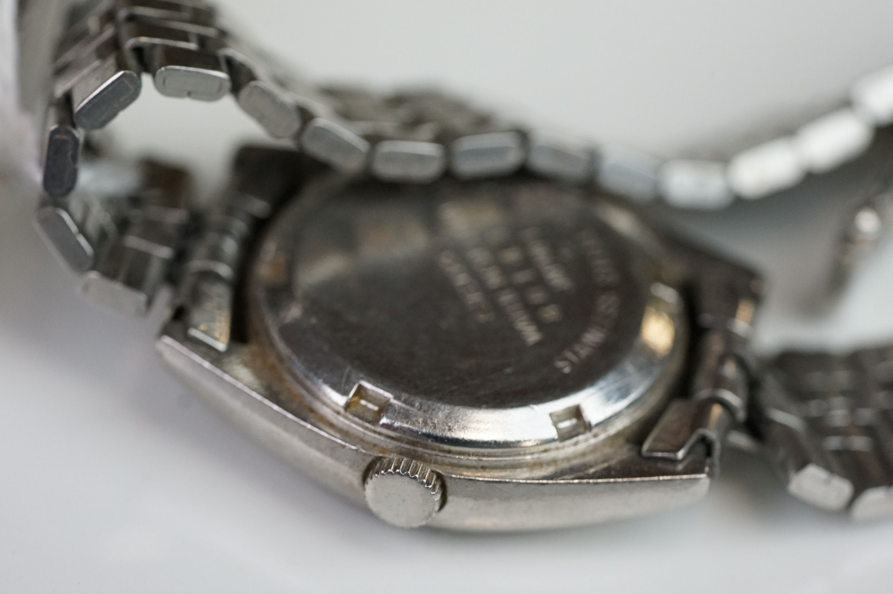 A selection of three Seiko SQ watches to include a gents and two ladies examples. - Image 15 of 15