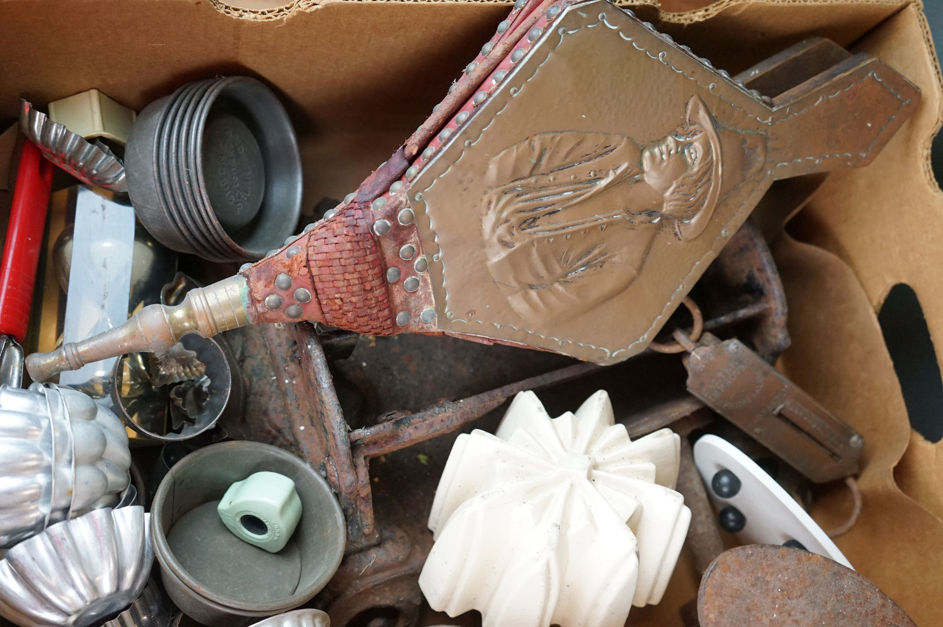 A group of mixed collectables to include a victorian cast iron boot scraper, assorted kitchenalia, - Image 6 of 9