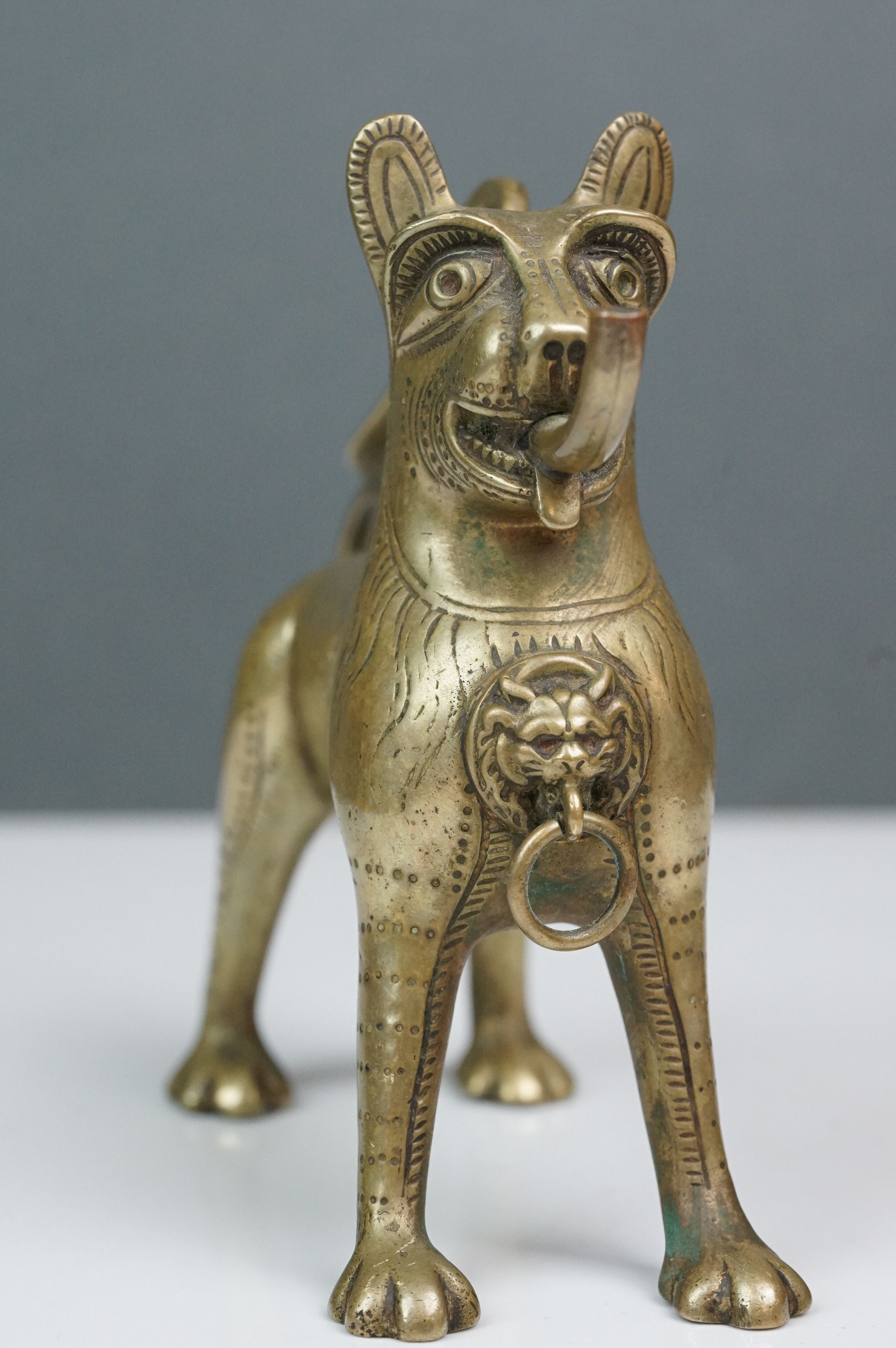 Antique brass table top cigar lighter in the form of a stylized dog - Image 4 of 9