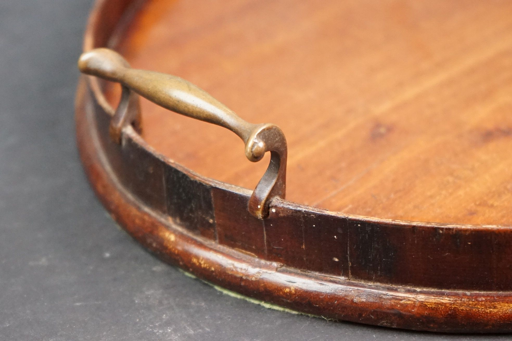 An early 20th century wooden oval serving tray with inlayed decoration. - Image 3 of 4