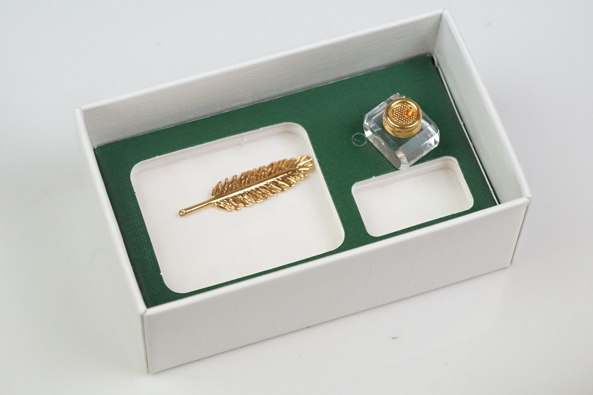 A collection of Swarovski crystal collectables to include Bell, rose vase, inkwell.etc. - Image 4 of 8