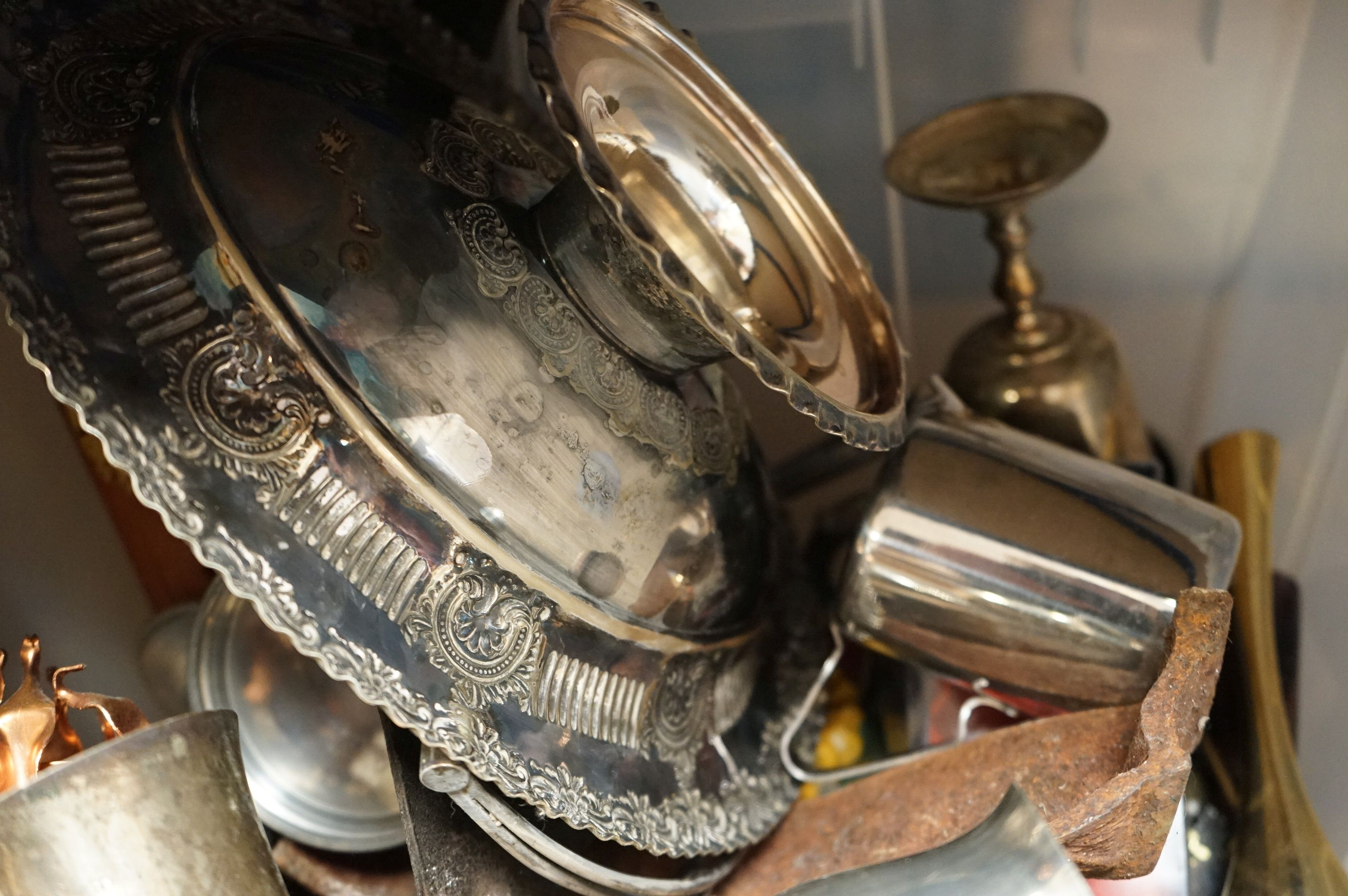 A box of mixed collectables to include silver plated items, copper ware and brass ware. - Image 4 of 5