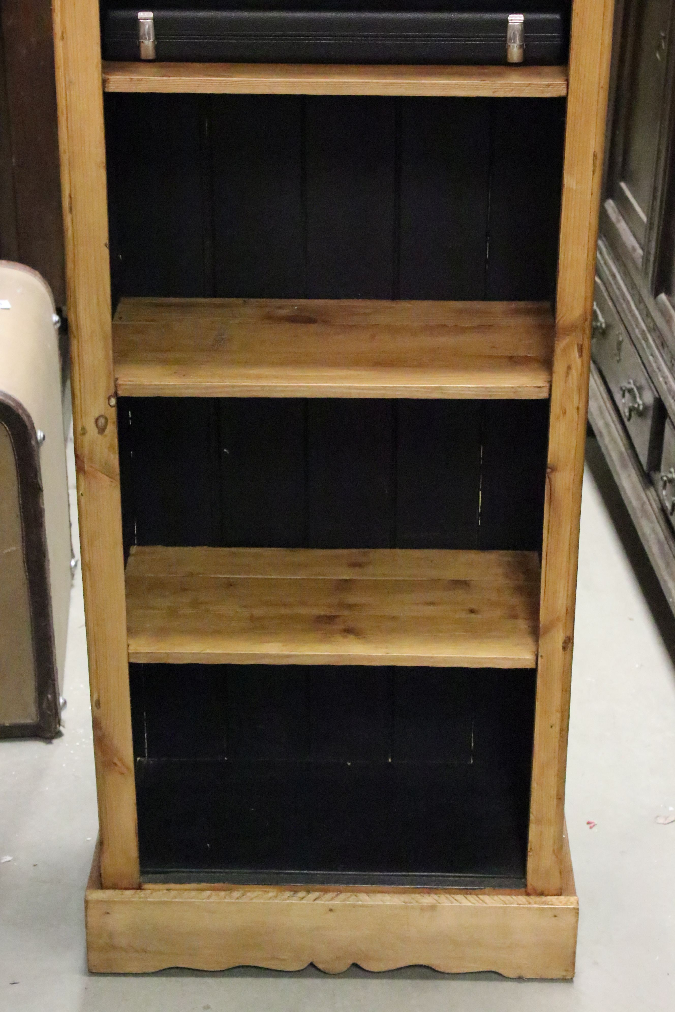 Tall pine bookcase - Image 3 of 4