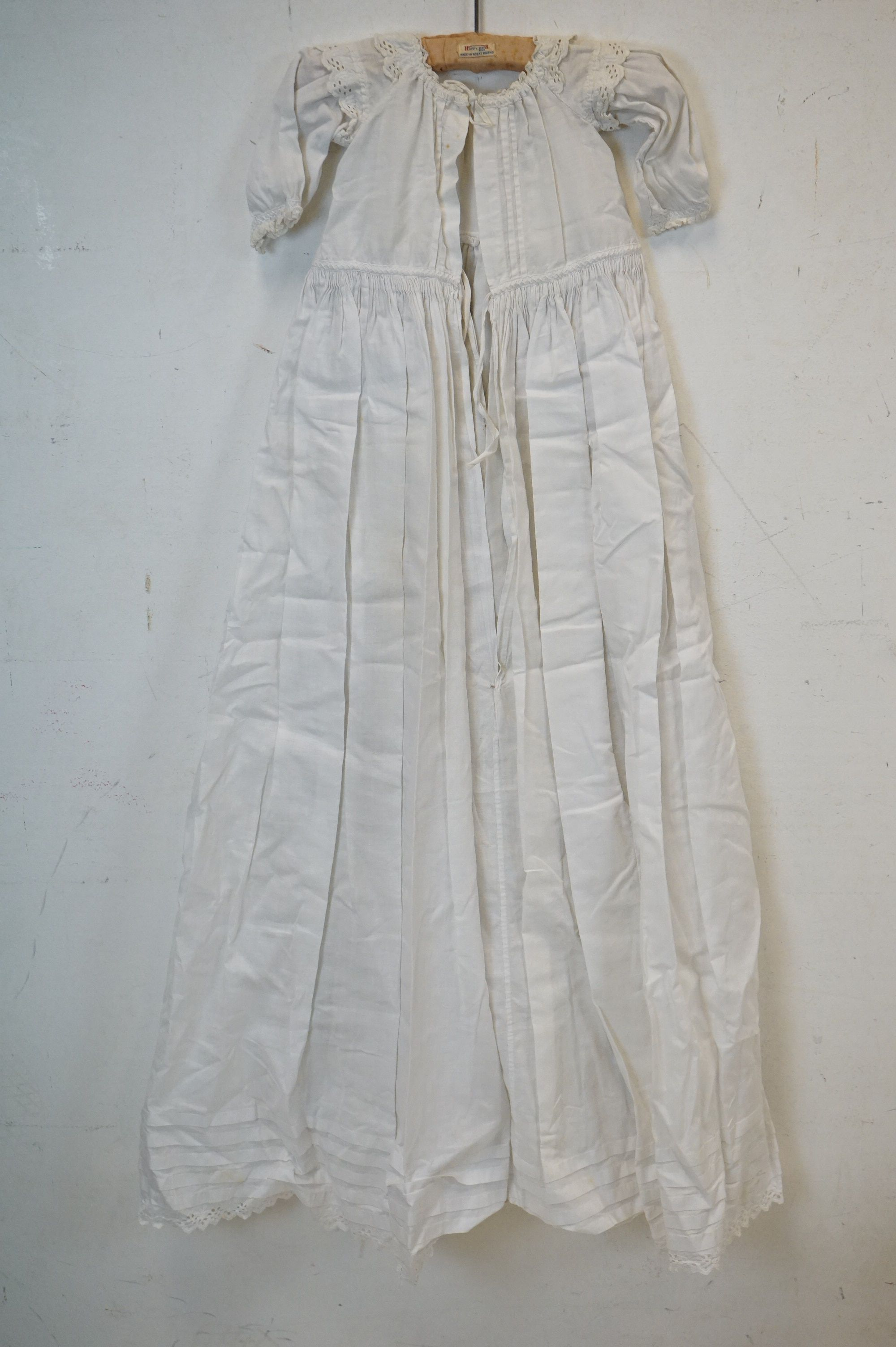Six items of Victorian / Edwardian White Linen Clothing including Night Dresses, Underskirts and - Image 3 of 6