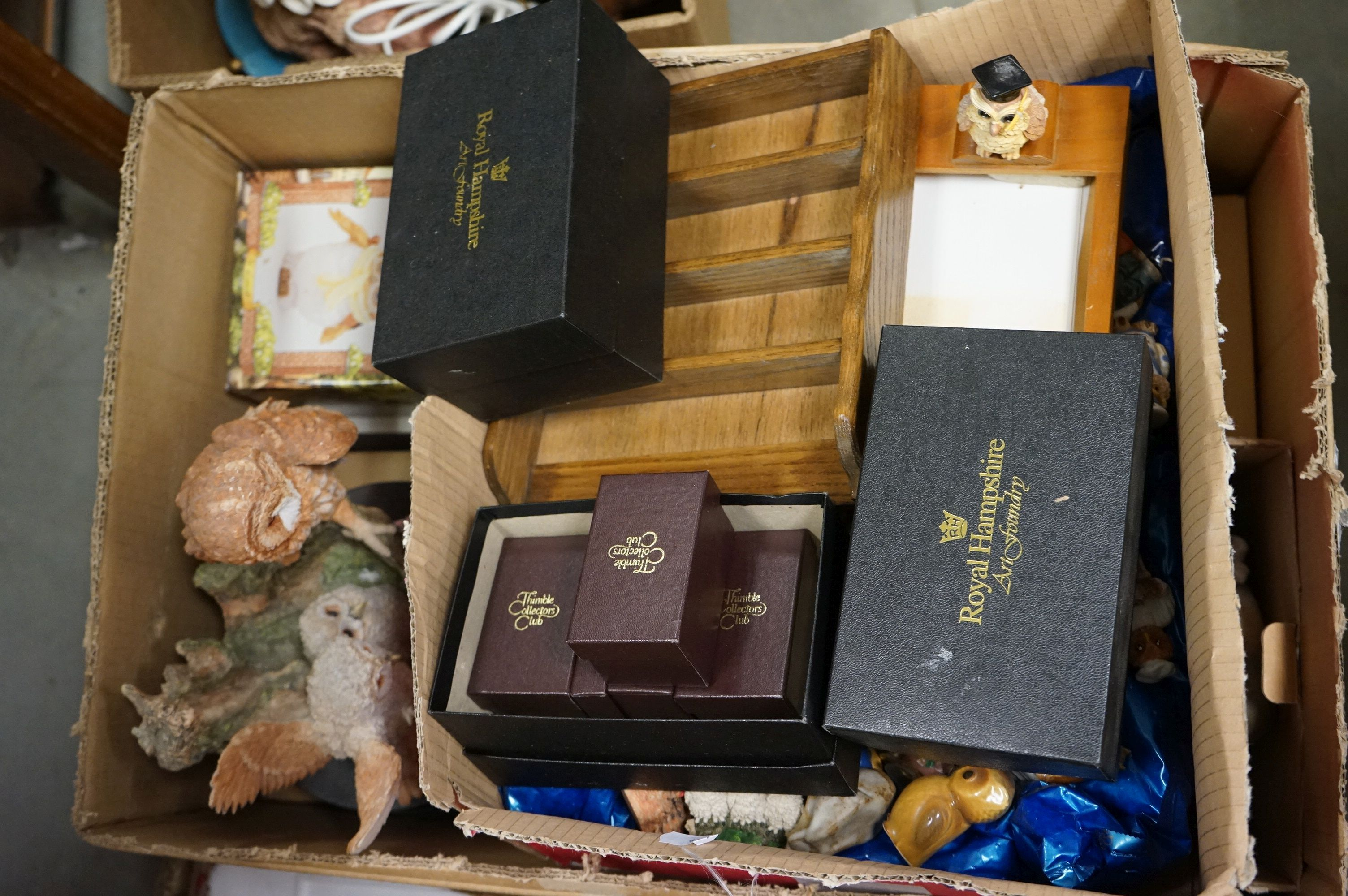 A very large collection of boxed and loose owl ornaments to include the Leonardo Collection and a - Image 5 of 8