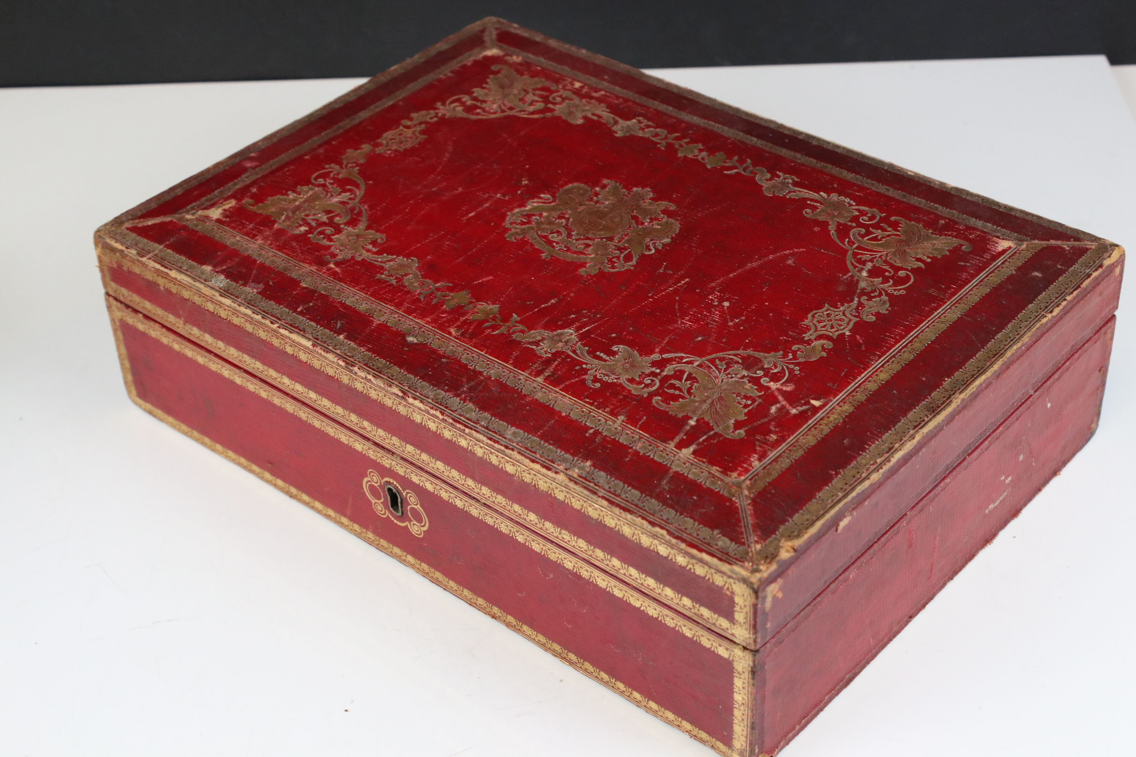 Late 19th / Early 20th century Tooled Red Leather and Gilt Box with blue lined interior containing a - Image 4 of 5