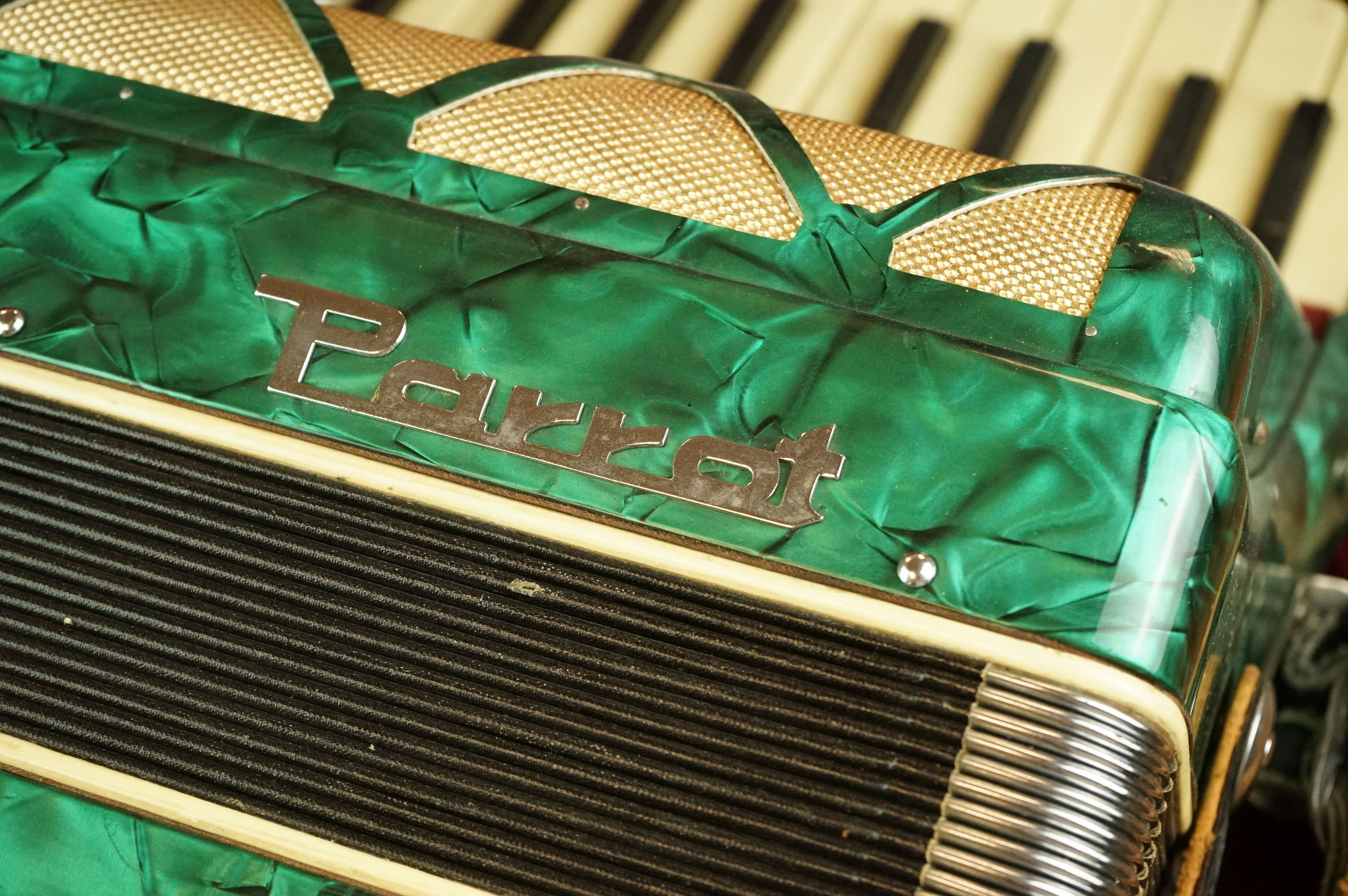 A vintage Parrot Accordion in green in original fitted case. - Image 4 of 10