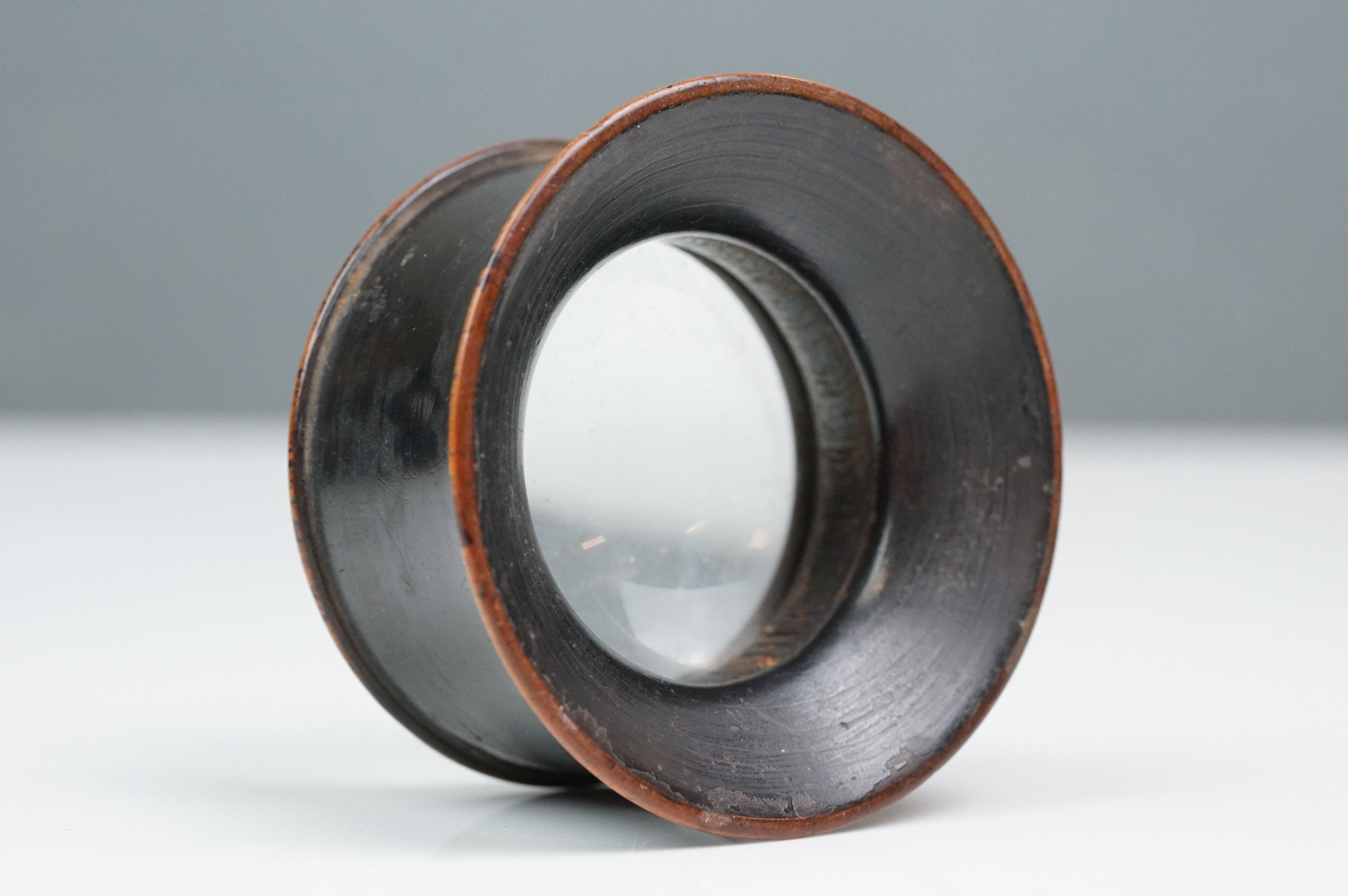 A 19th century wooden magnifying loupe. - Image 4 of 4