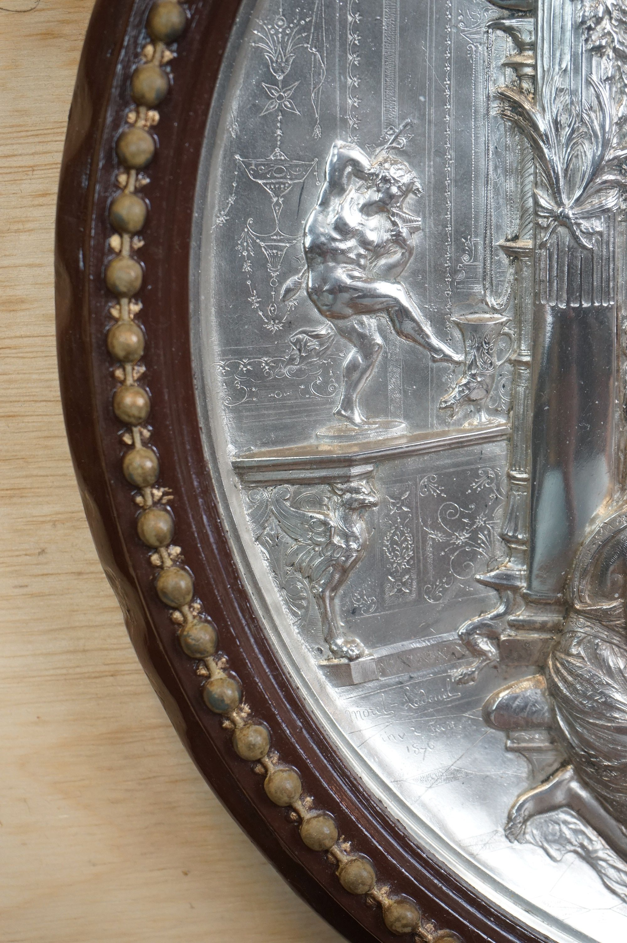 Elkington Silver Plated Circular Wall Plaque with embossed classical scene decoration, 32cms - Image 3 of 5