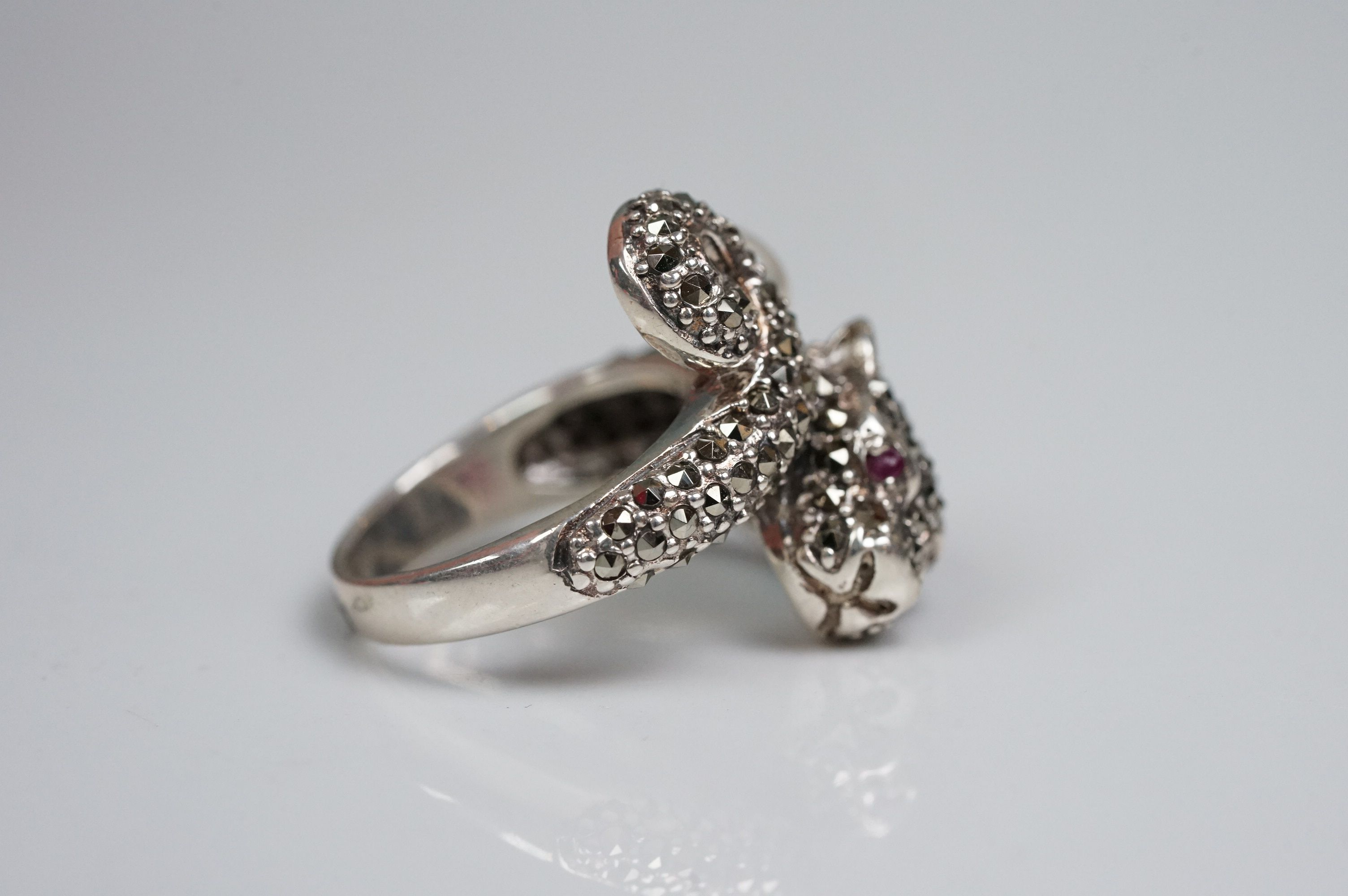 Silver panther ring, set with marcasites and ruby eyes - Image 4 of 6